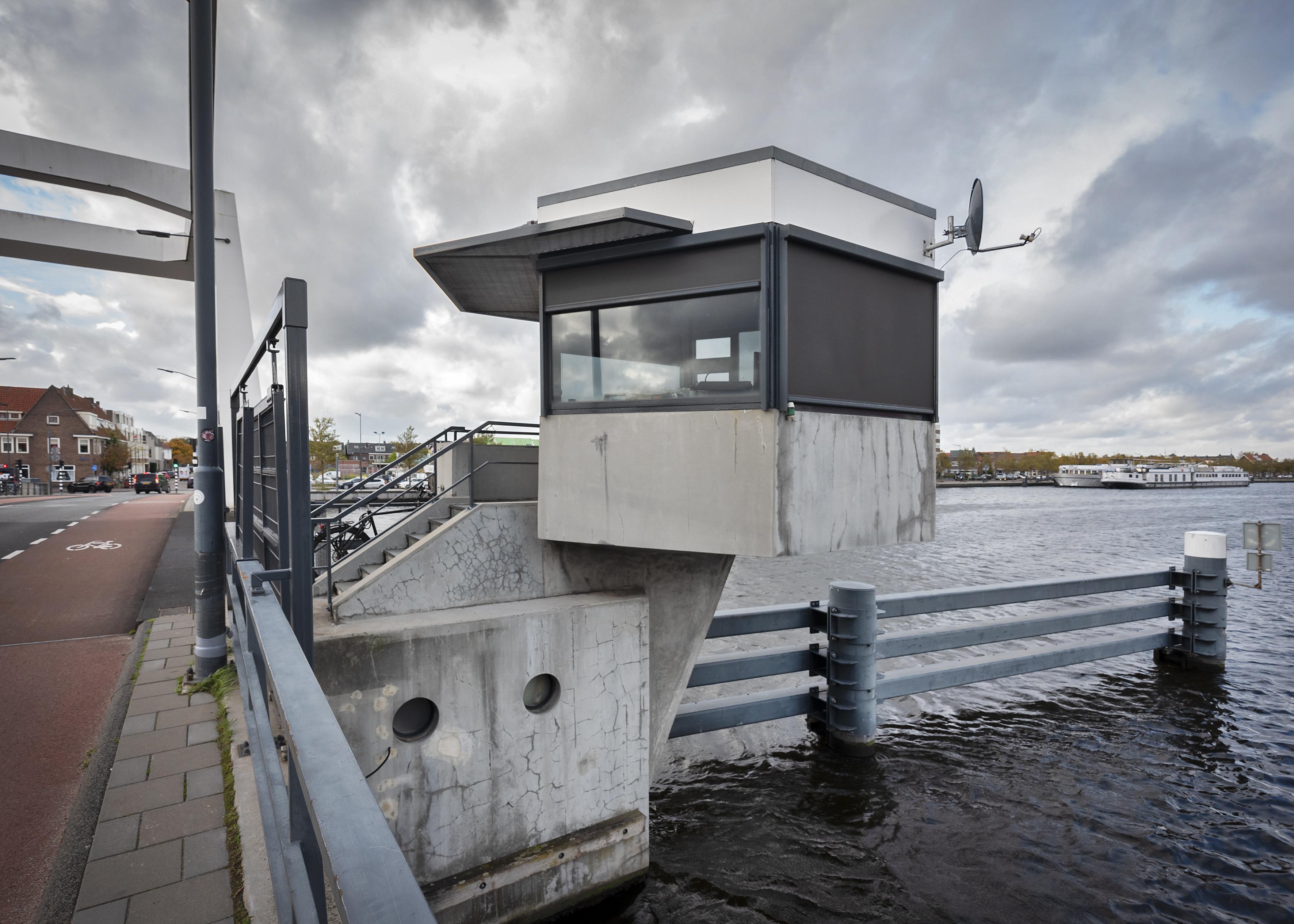 Einde nadert voor drie brugwachtershuisjes: Haarlem wil bruggen centraal bedienen