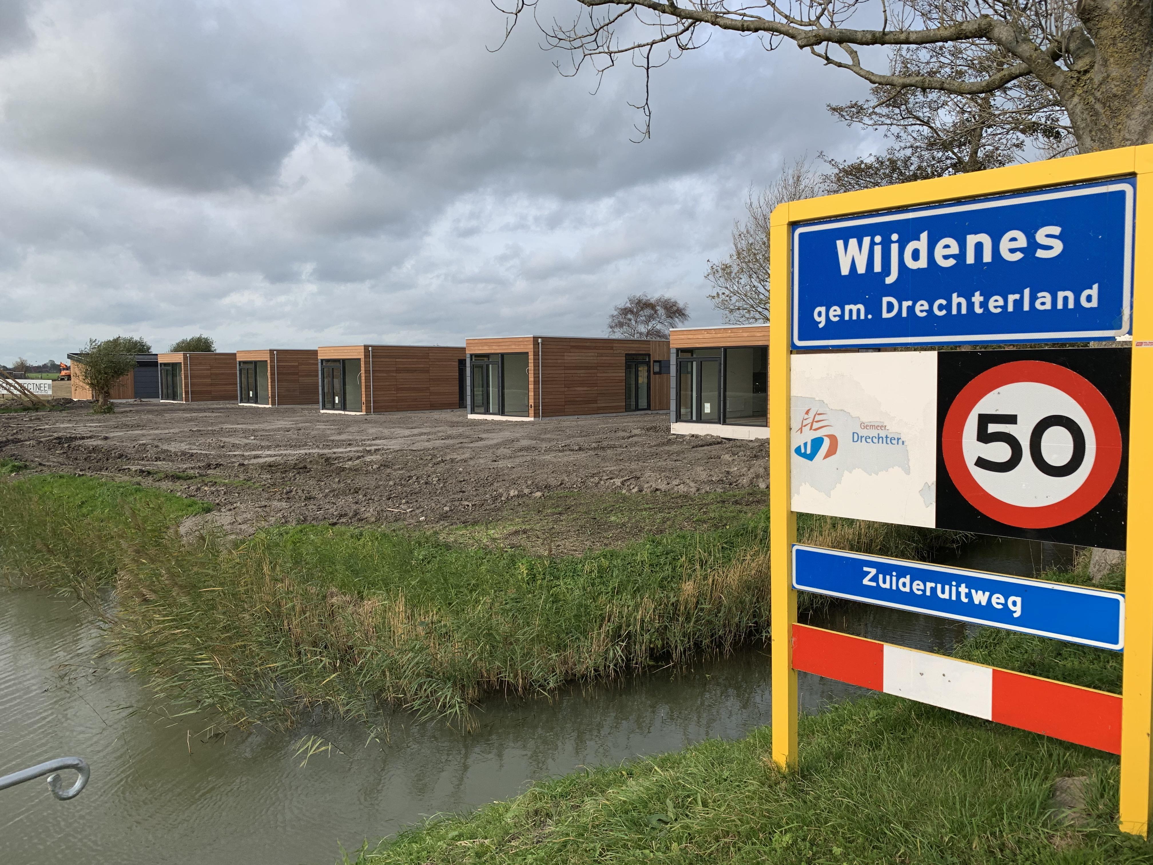 Deel Drechterlandse politiek over gang van zaken rond camping't Hof in Wijdenes; 'ondermaatse handhaving'.