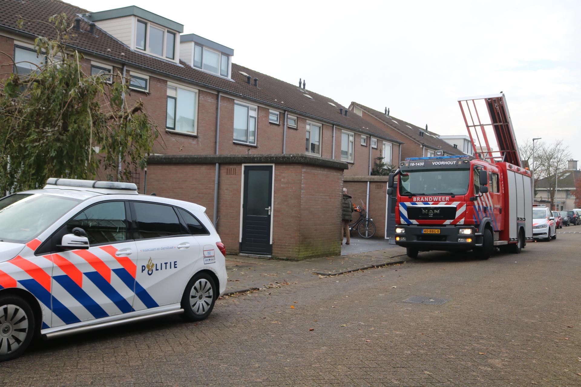 1-jarige jongen zit opgesloten na dichtgevallen deur in Voorhout, brandweer slaat raam in