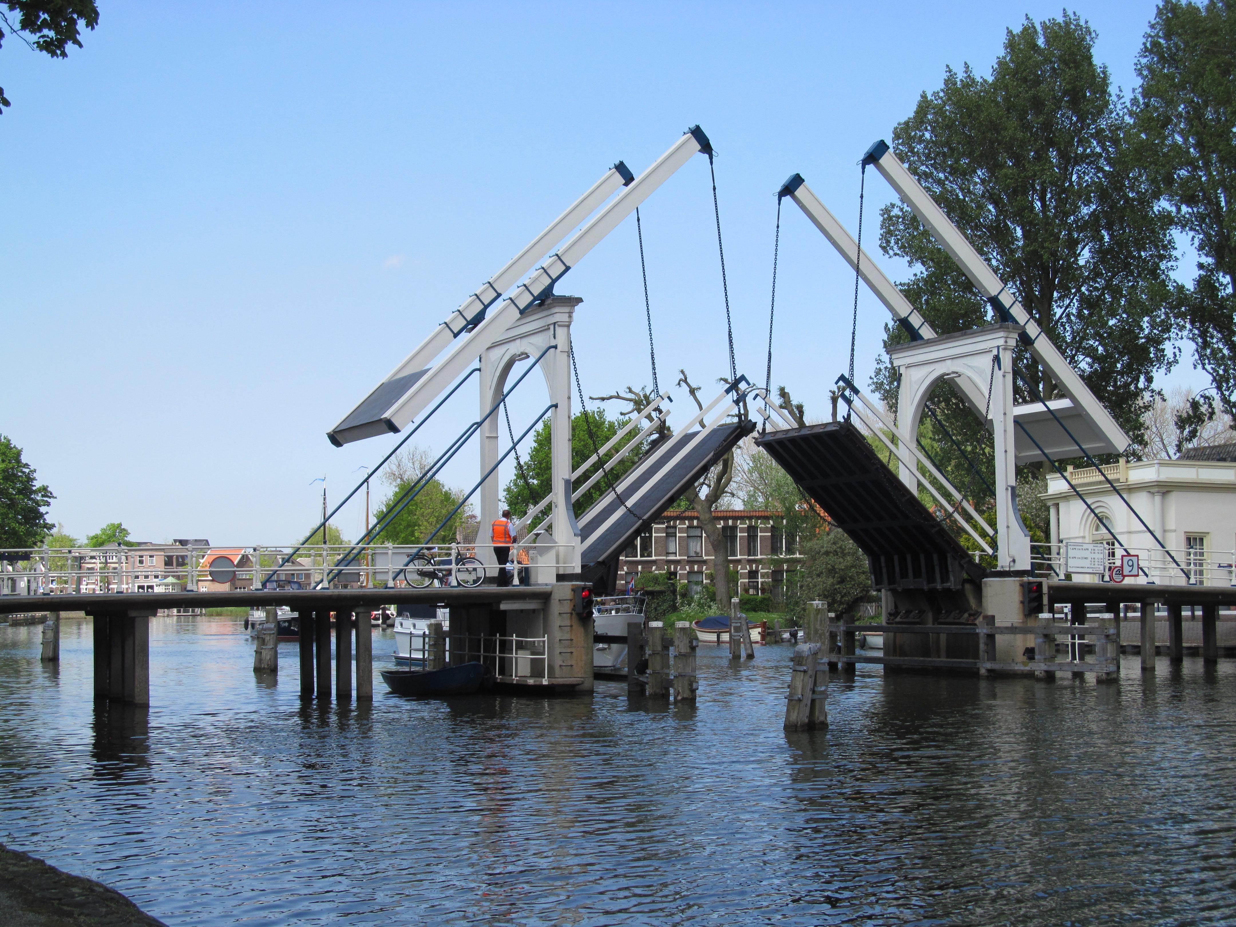 Opnieuw onderhoudswerk aan Lange Vechtbrug tussen polder en binnenstad Weesp; extra reistijd, ook voor de brandweer