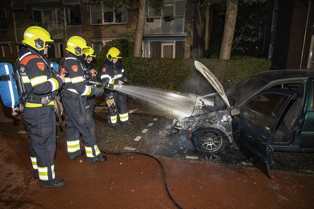 Auto volledig verwoest door brand in Heemskerk