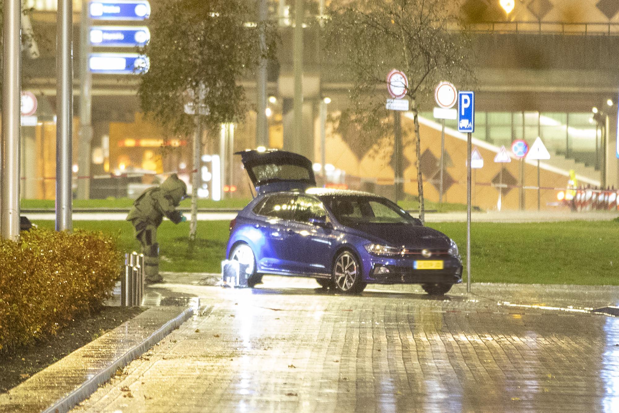 EOD vindt explosief materiaal in auto bij Schiphol, man en vrouw opgepakt