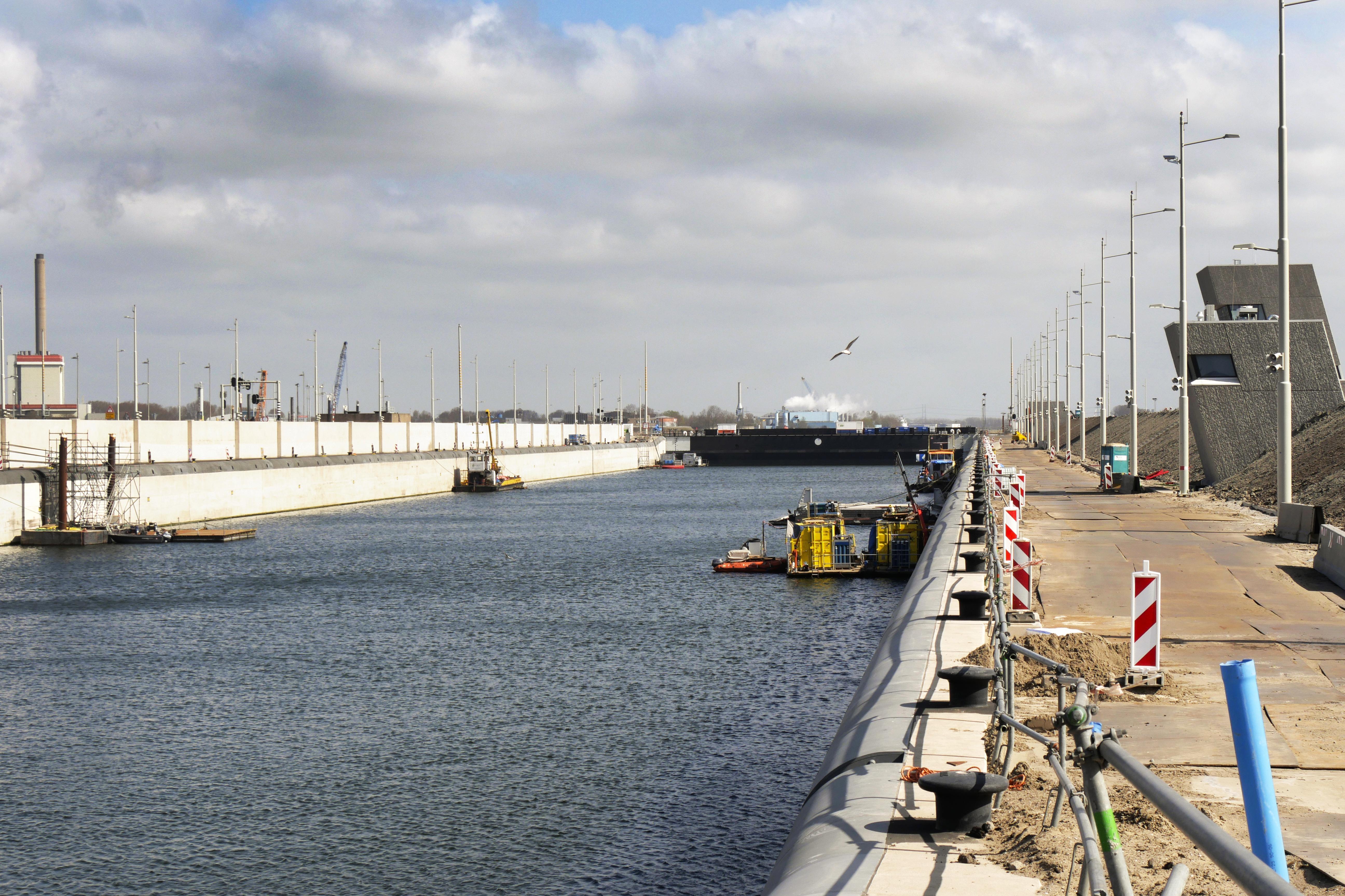 De nieuwe zeesluis in IJmuiden wordt 67 miljoen duurder. Installatie tegen verzilting Noordzeekanaal complexer dan verwacht