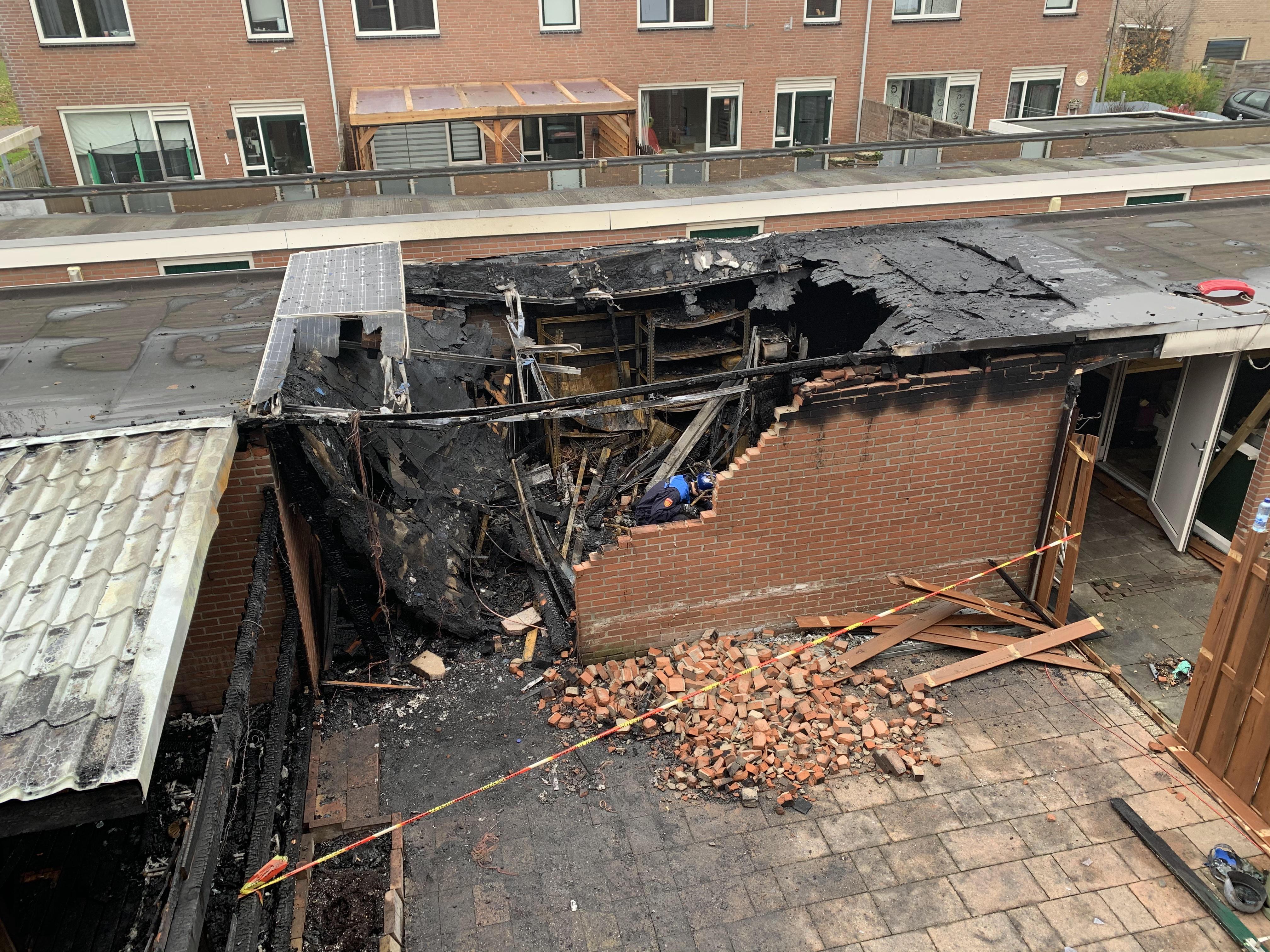 Gedupeerde Niels na brand in Bovenkarspelse schuren: 'Ik vrees dat ik alles wat erin stond kwijt ben'