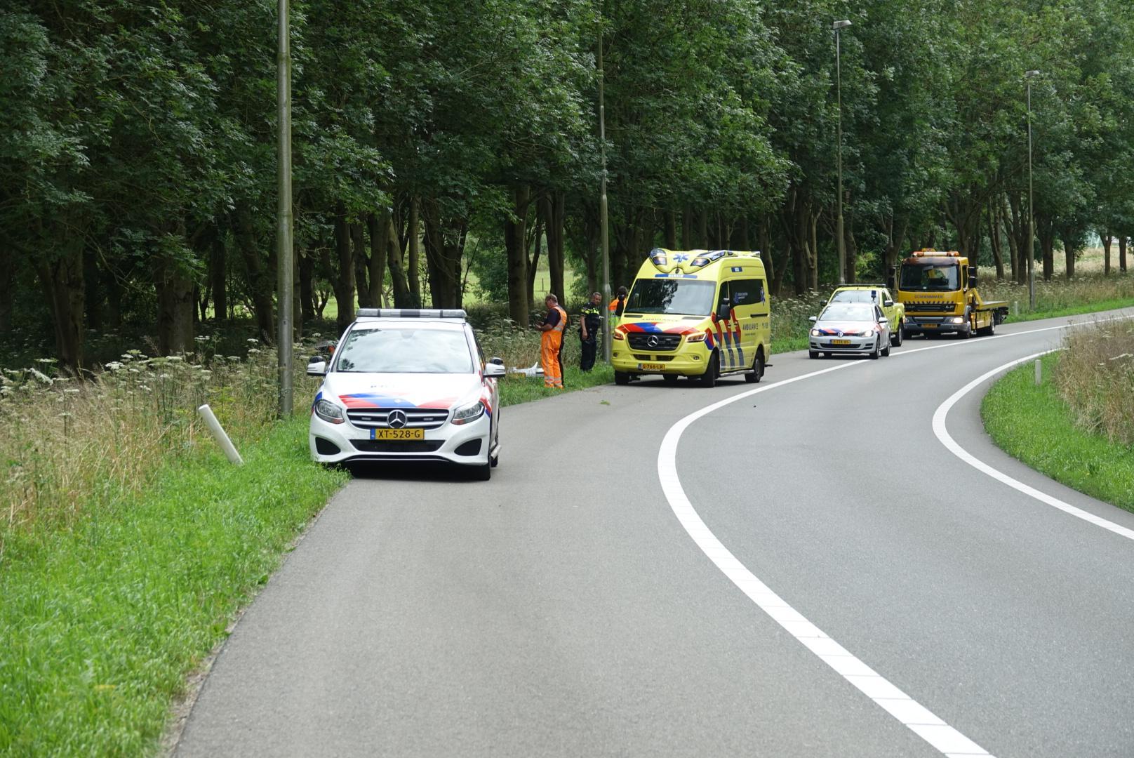 Auto vliegt uit de bocht op A7 bij Purmerend, bestuurder gewond