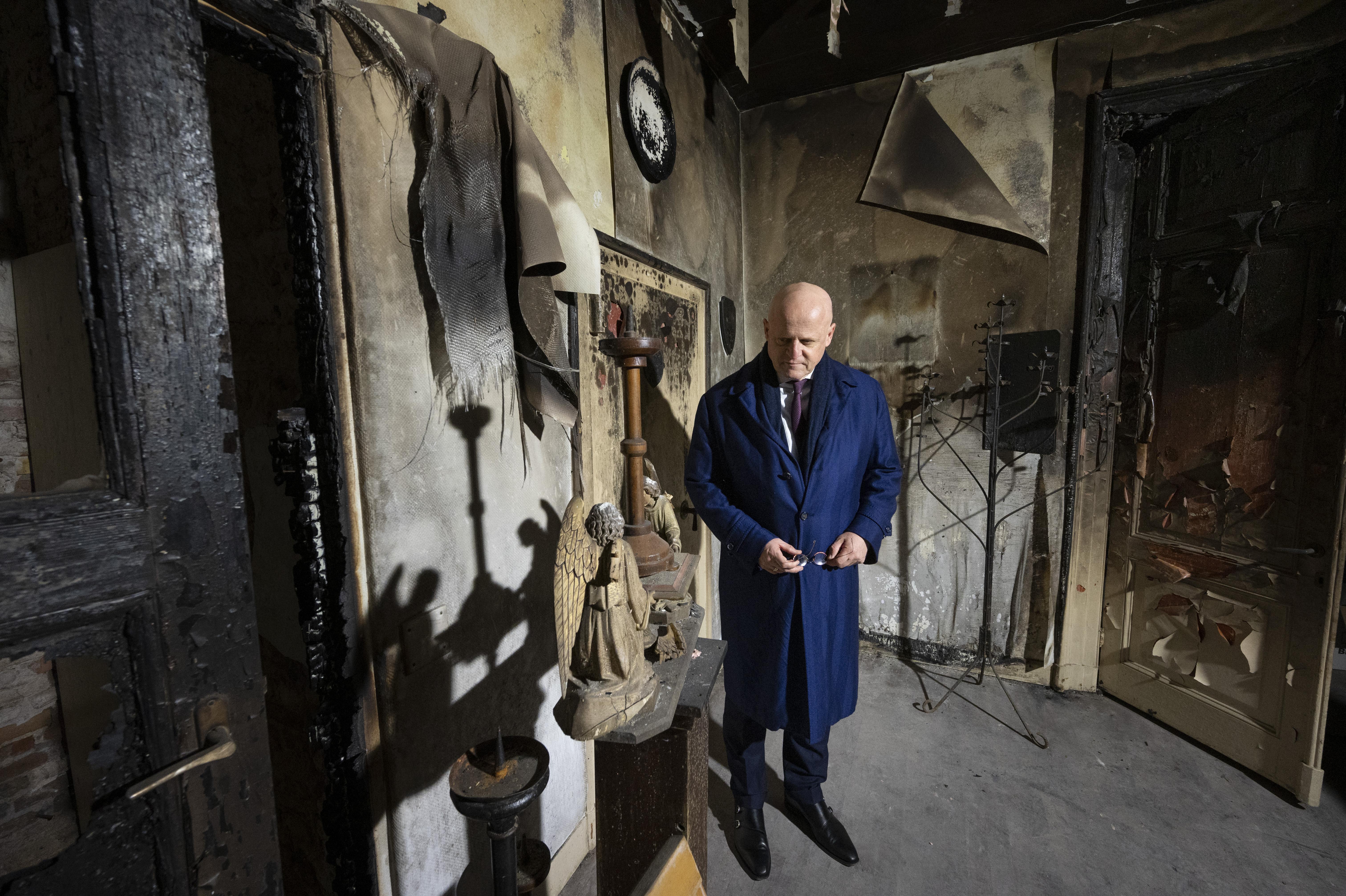 Minister Grapperhaus gaat helpen bij de herbouw van de katholieke kerk in Hoogmade