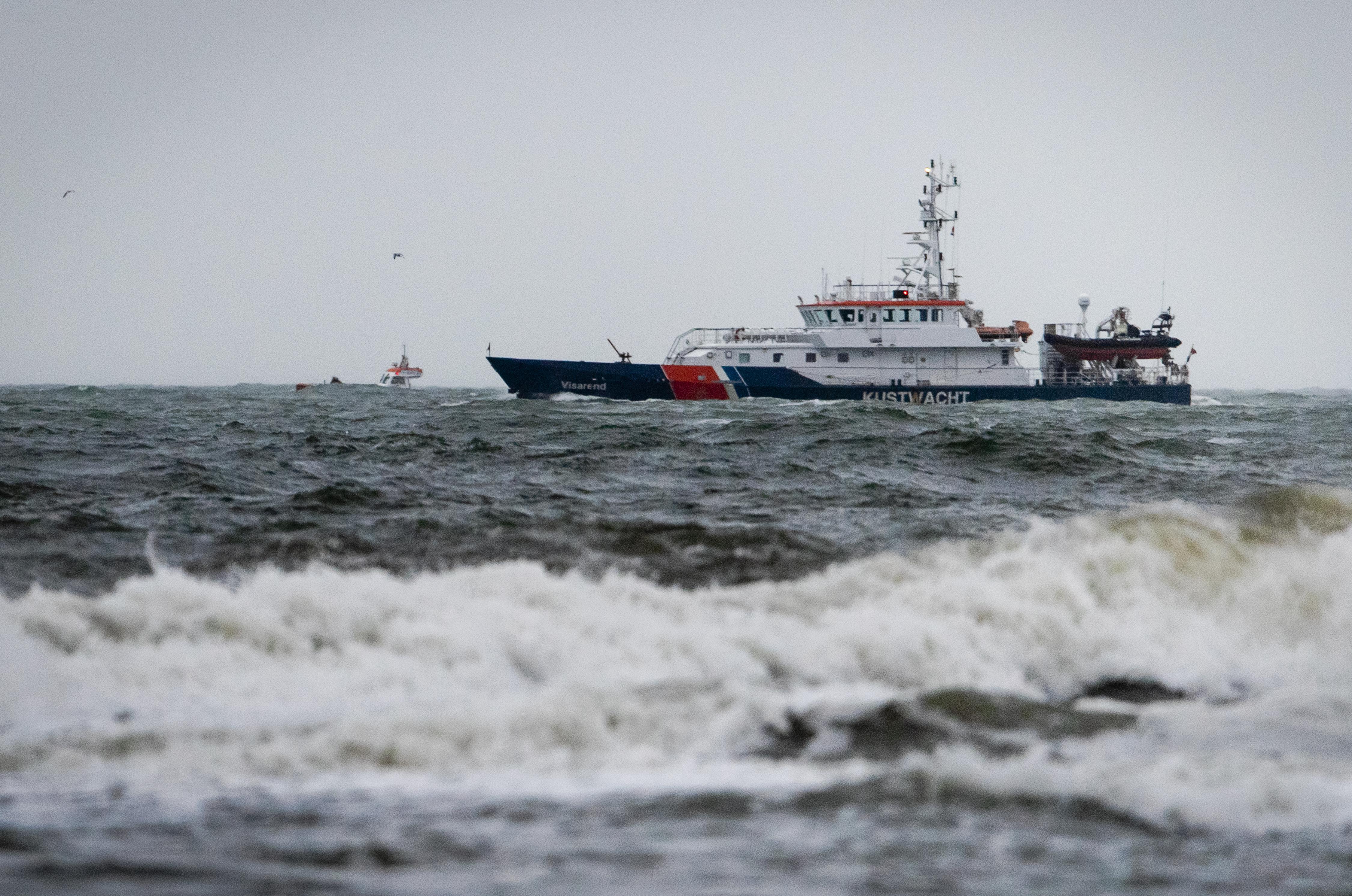 Zoeken naar opvarenden Urker viskotter gaat zondag verder