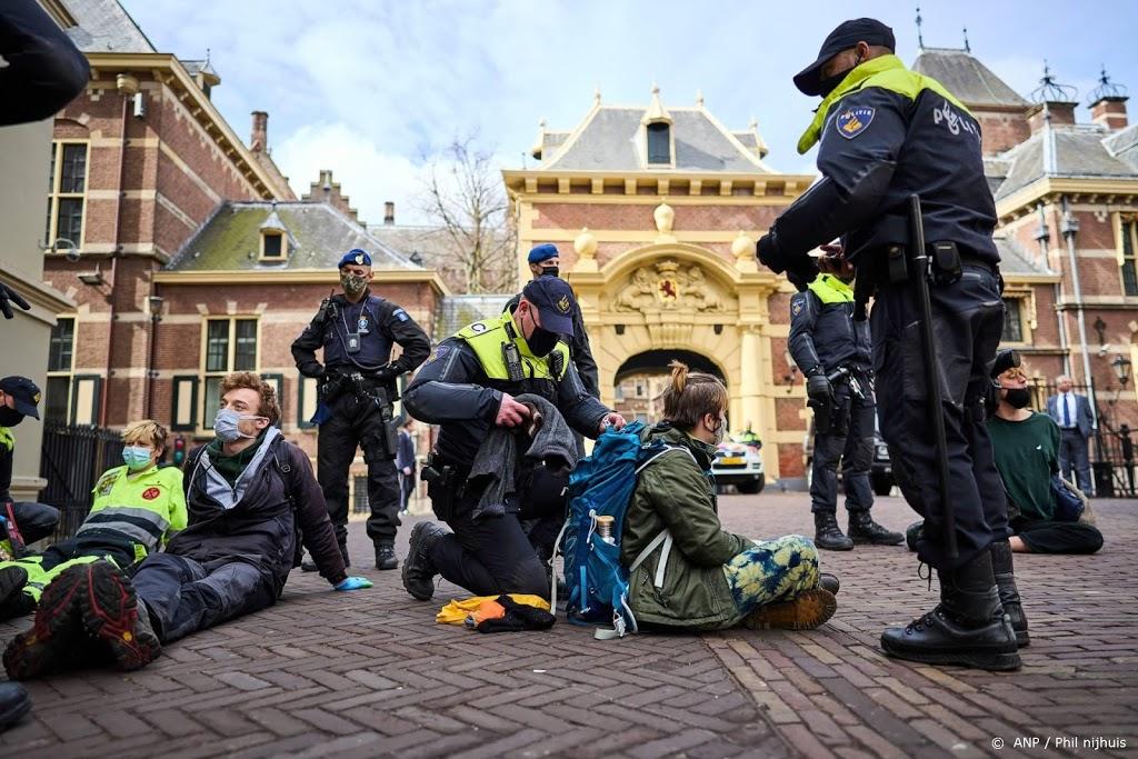 Actievoerders Extinction Rebellion opgepakt in Den Haag