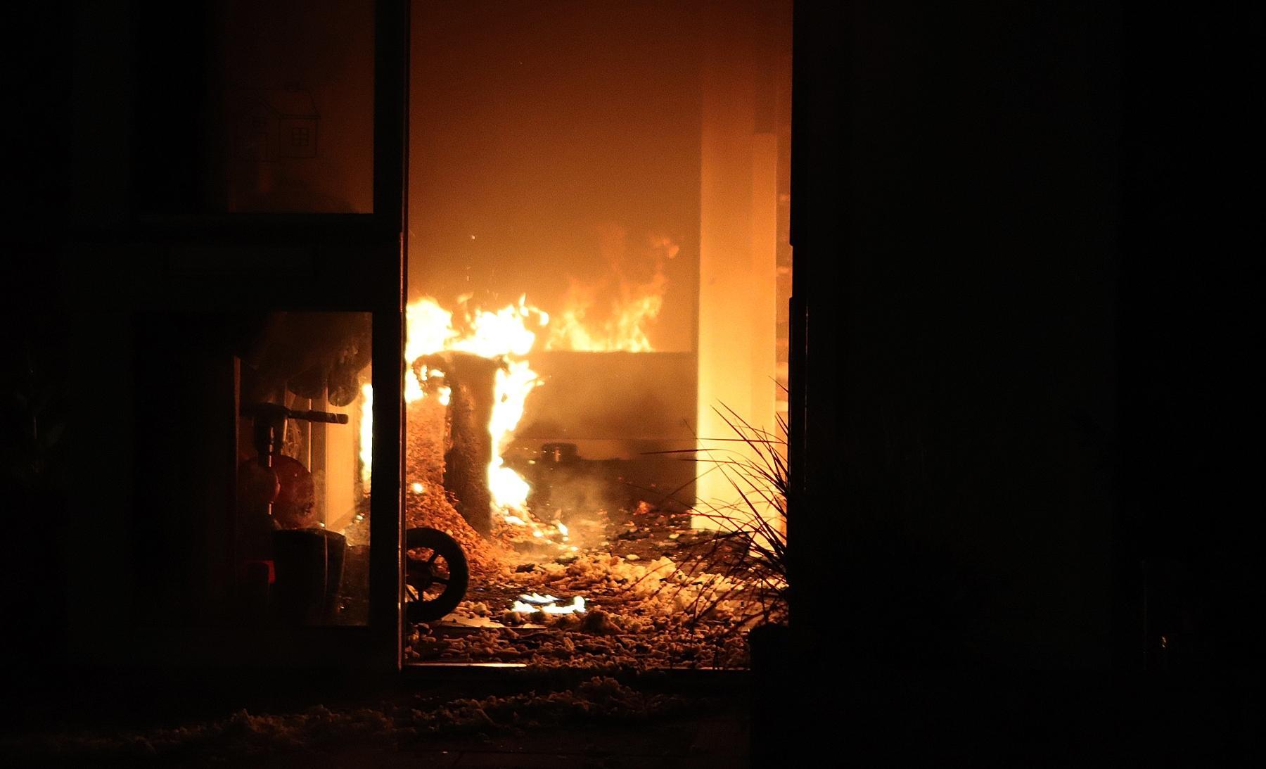Felle brand in gang van woning in Noordwijkerhout