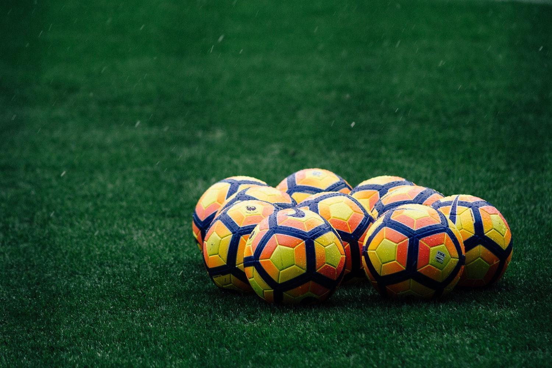 Voorzitter Pieter Reijneker kreeg dinsdagavond direct al apps met de vraag of voetbalclub Zuidvogels er klaar voor is: 'We staan te trappelen om te starten'