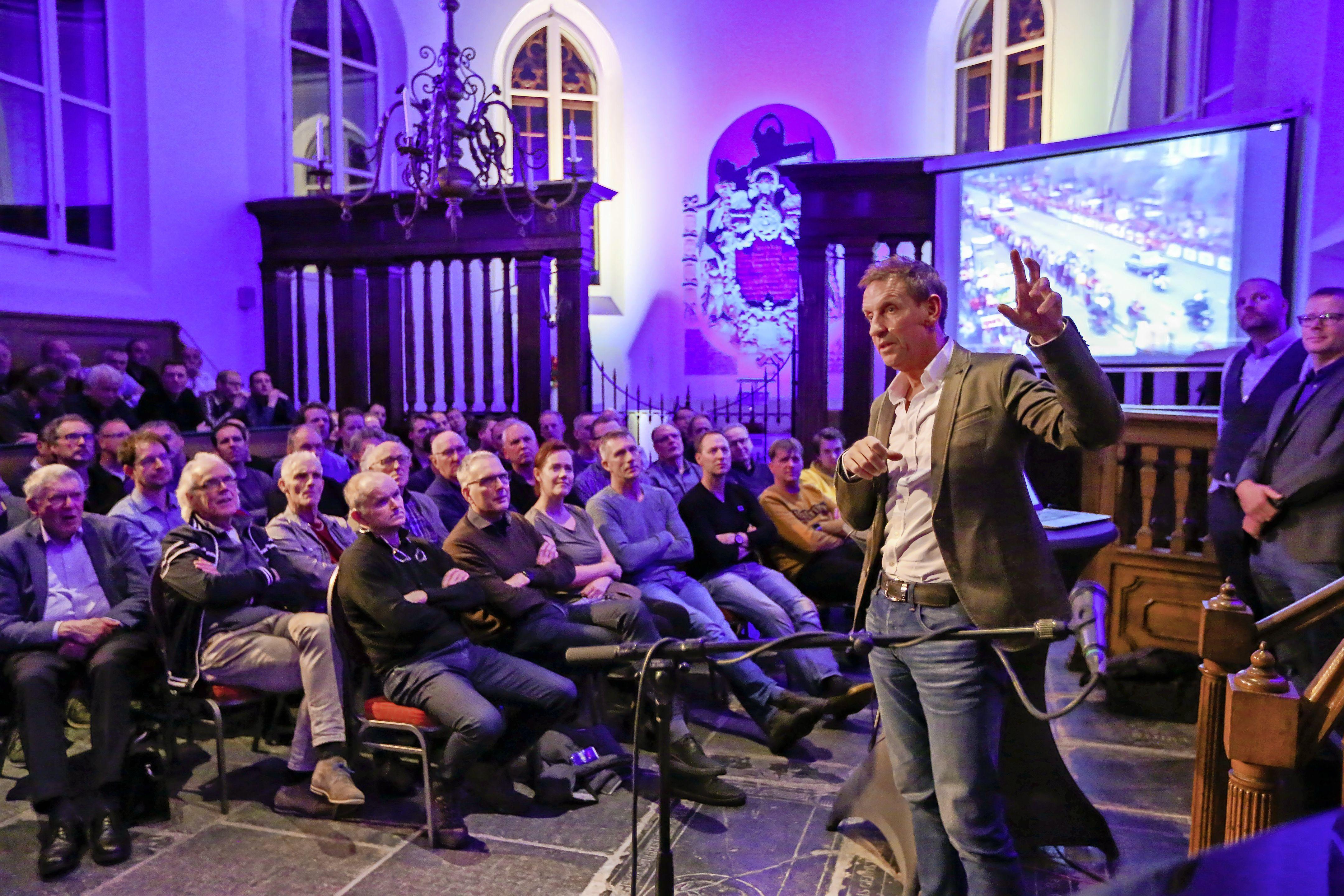 Steven Rooks keert met zijn 'Classic' vanuit de Limburgse heuvels terug naar de vlakke Noord-Hollandse trainingsgrond van weleer. Met start/finish uiteraard bij het Bolletjescafé in Warmenhuizen