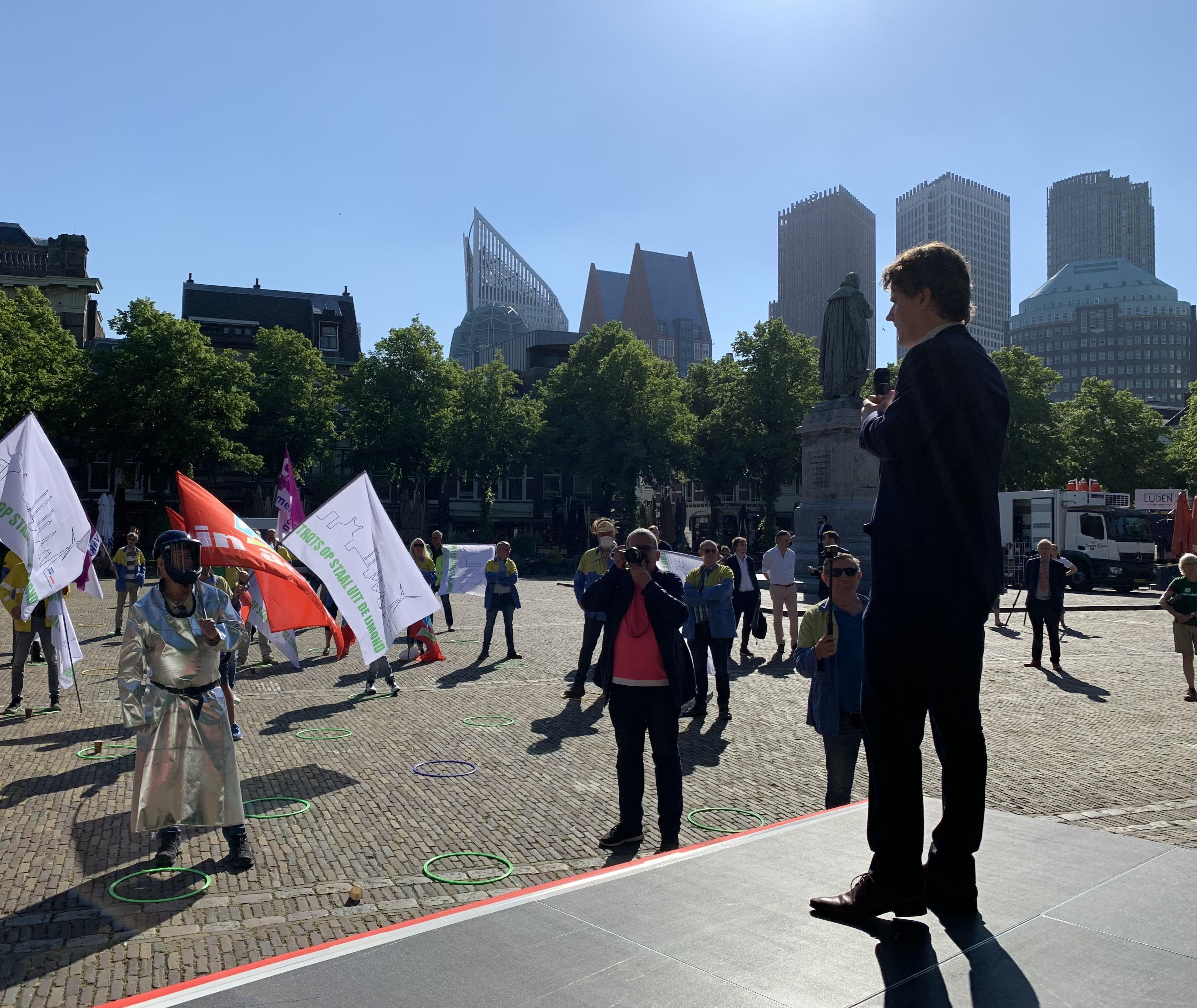 'Mijn kleinkinderen lopen ook rond in de IJmond', werknemers hopen op steun parlement voor groener Tata Steel