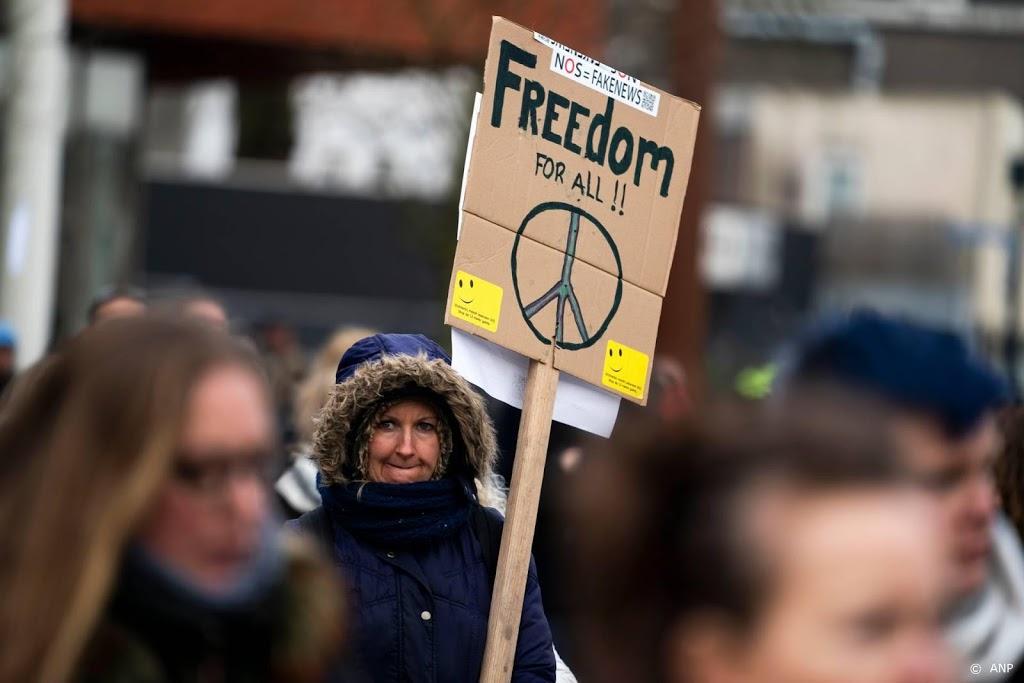 Burgemeester Hilversum beëindigt demonstratie tegen coronaregels