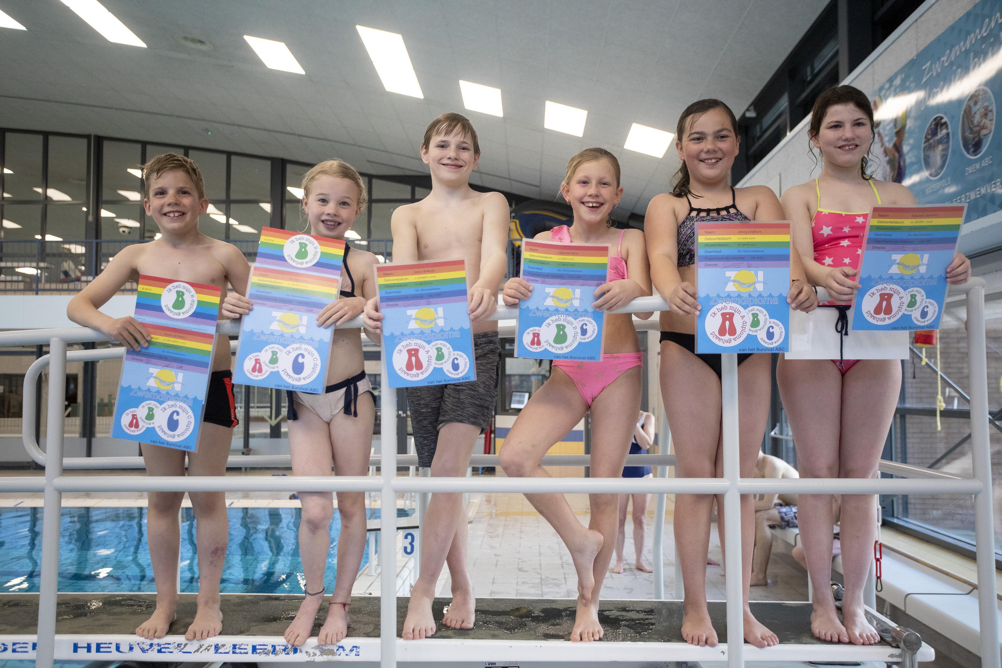 Spanning in IJmuidens zwembad Heerenduinen na de lockdown: 'Eindelijk mag ik afzwemmen, want ik kan het allang'