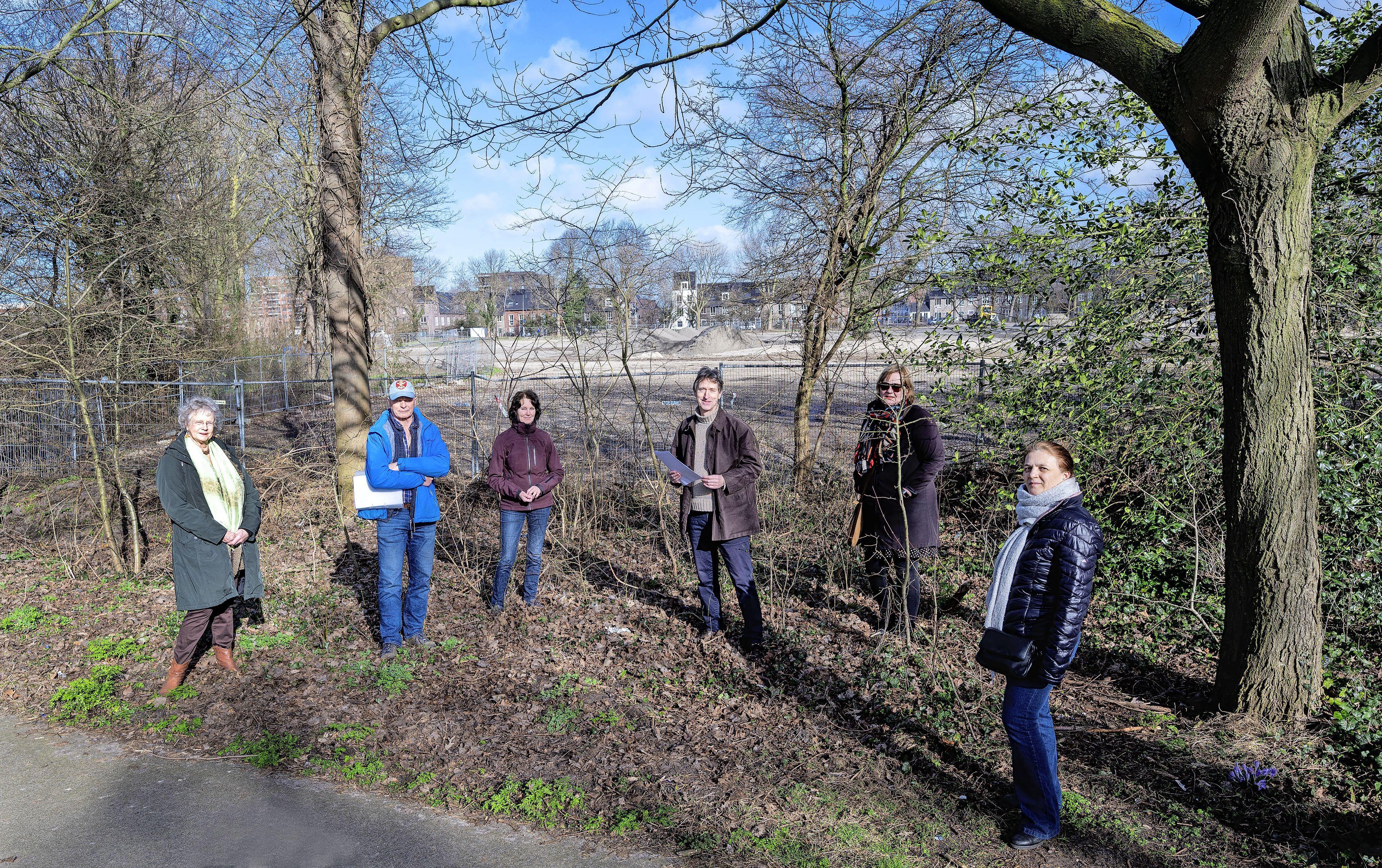 Groenliefhebbers op de bres voor behoud parkje in Haarlem-Schalkwijk: 'Het wordt hier een donker ravijn'
