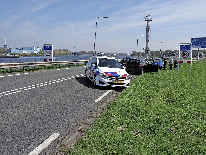 Kanaaldijk in IJmuiden afgesloten geweest wegens ongeval; afsluiting heeft voor lange file gezorgd