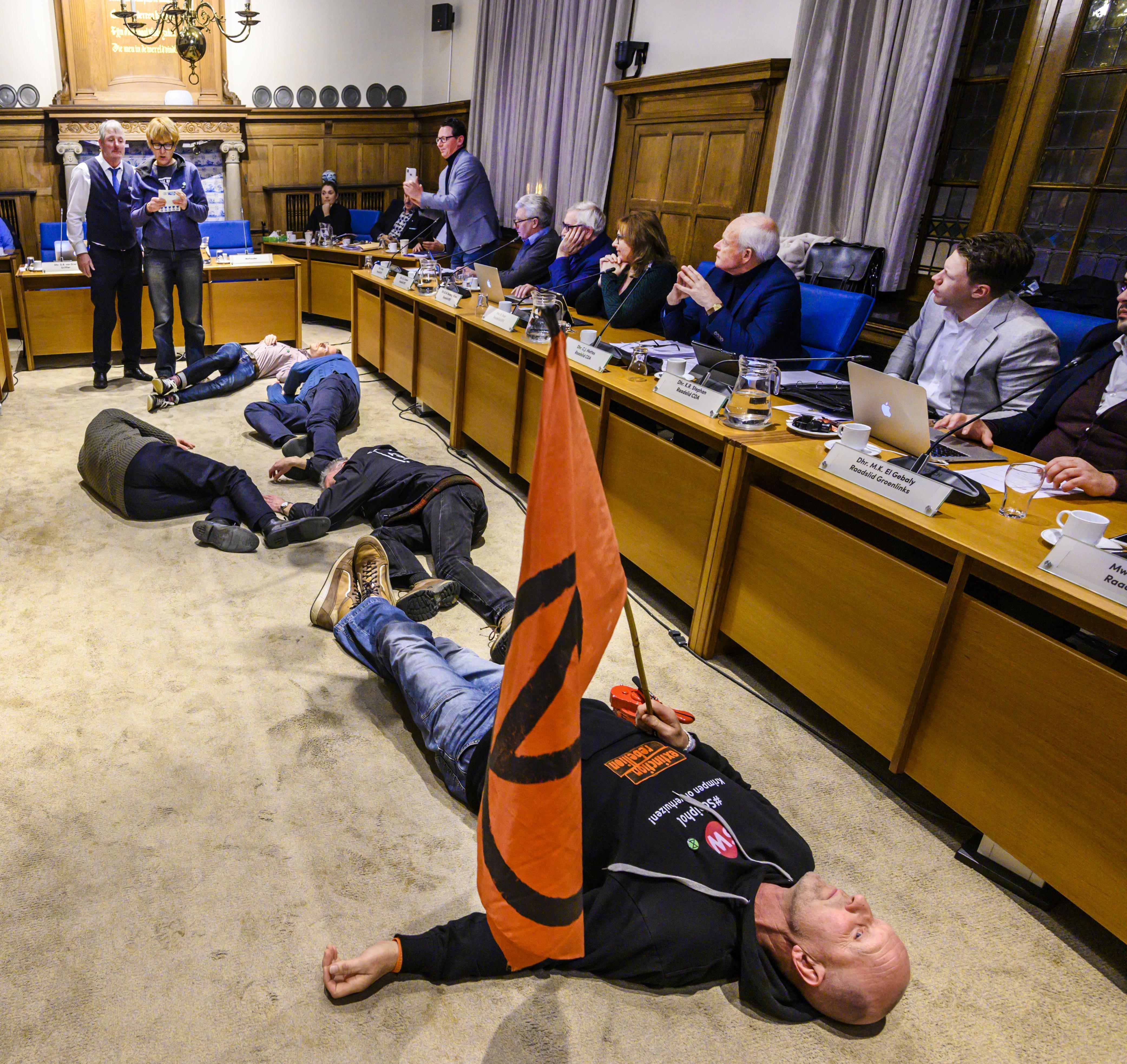 Actie in raadszaal van Zandvoort mag niet baten: F1-karavaan mag over strand Noordvoort