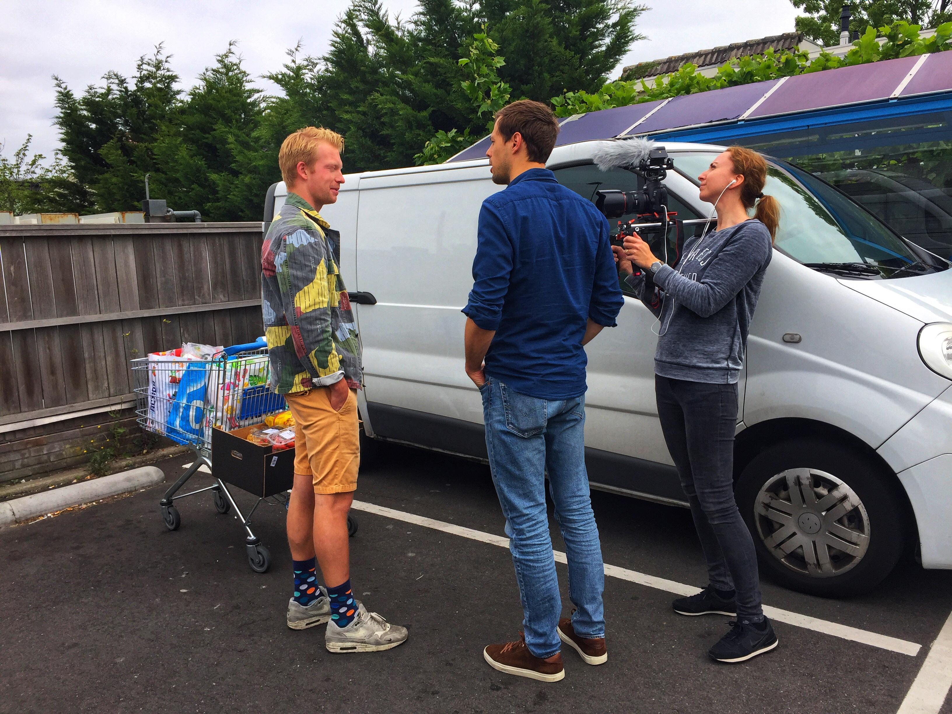 Haarlemmermeerse wethouder luchthavenzaken spreekt mensen op straat aan: 'Wat vindt u van Schiphol?'