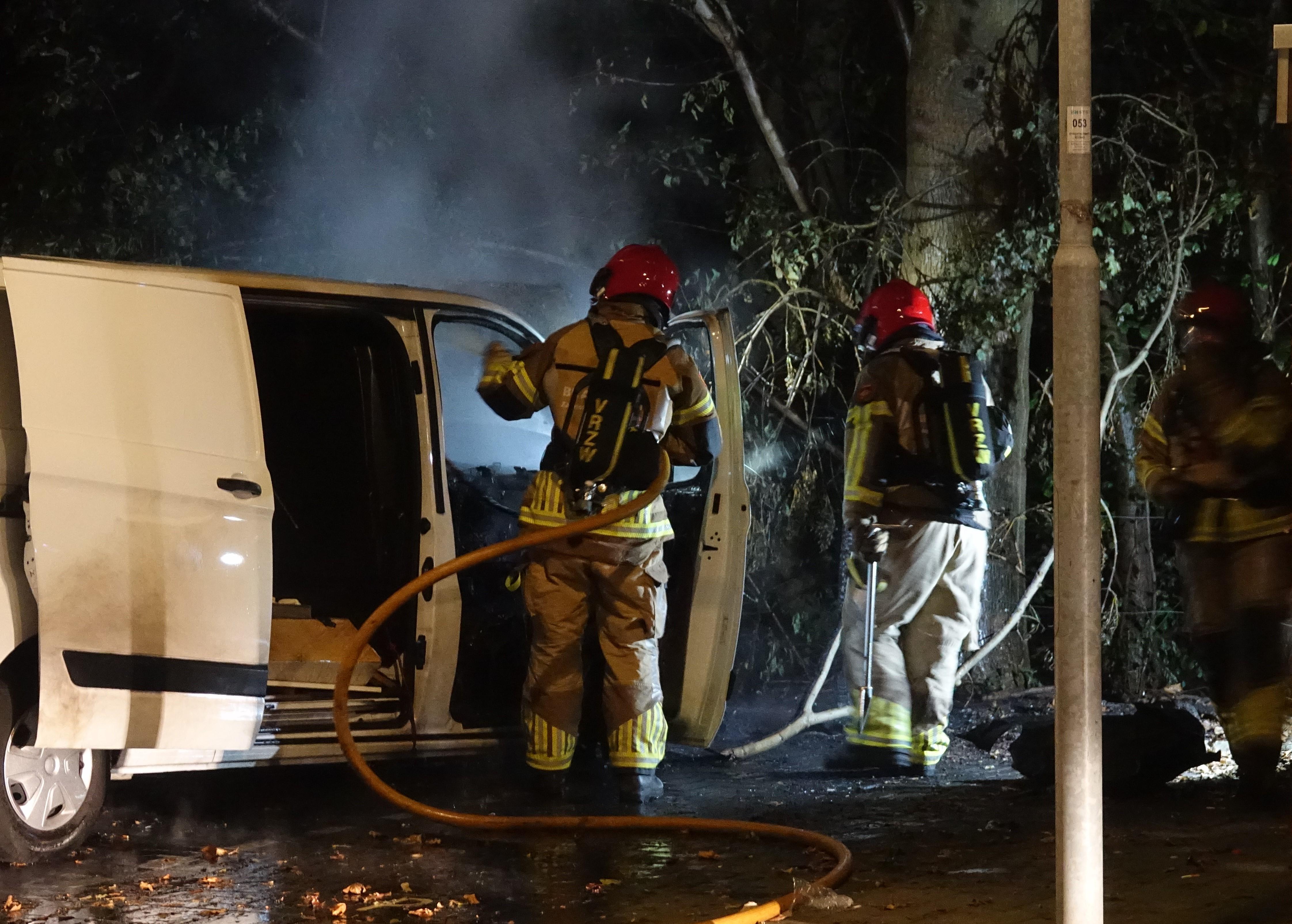 Transportbusje vermoedelijk in brand gestoken in Zaandam
