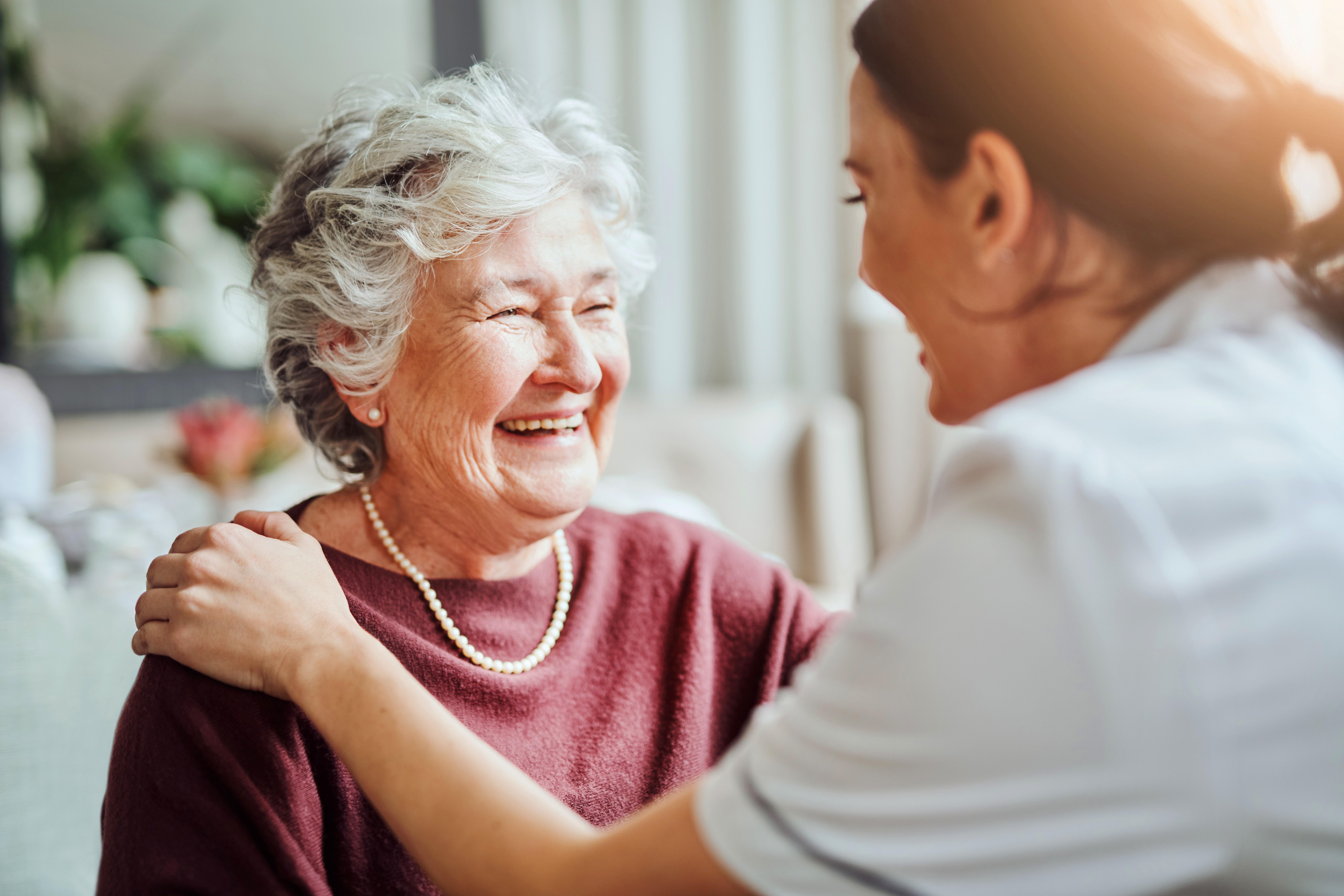 Eindelijk: Eerste kwetsbare ouderen in verpleeghuizen krijgen maandag een coronaprik