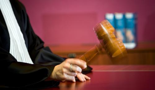 Stalker weigert de scheiding met zijn vrouw te accepteren. Na twee gebiedsverboden door de burgemeester mag hij nu ook van de rechter voor een jaar niet meer in of naar Den Helder komen