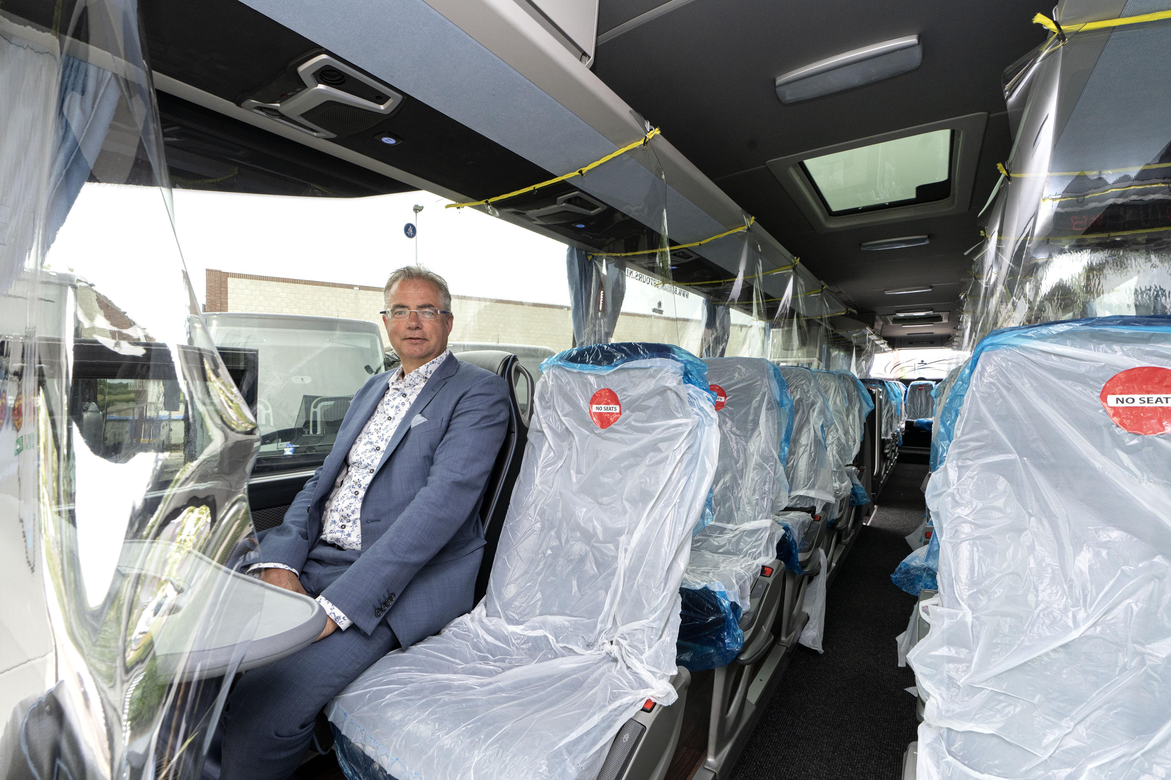 Vissers en passagiers van DFDS in IJmuiden kunnen verder reizen met aangepaste bussen van Brouwer Tours