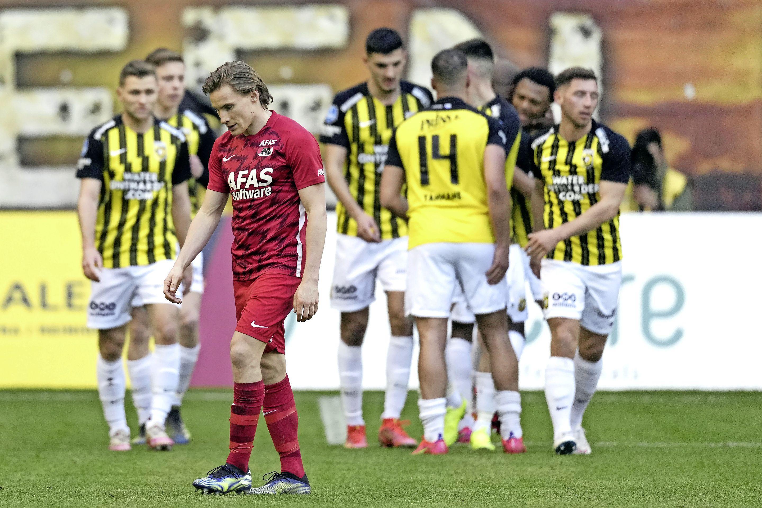 AZ gaat onderuit tegen directe concurrent Vitesse en ziet PSV uitlopen