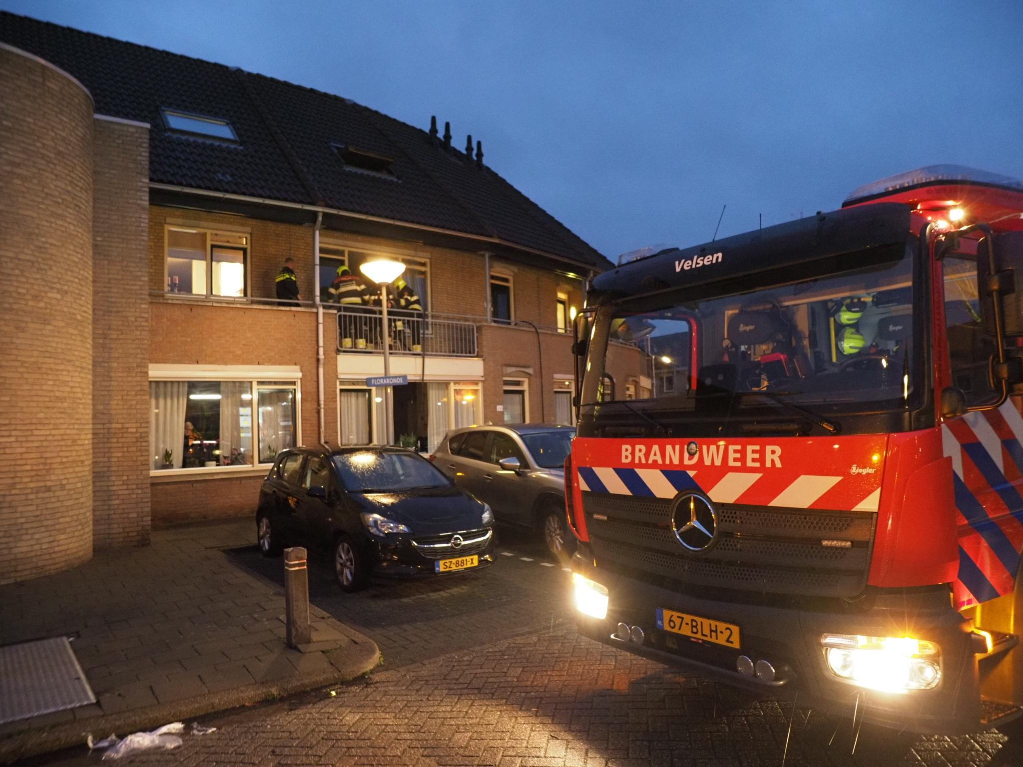 Brand in bovenwoning Velserbroek; bewoner naar ziekenhuis, hond veilig