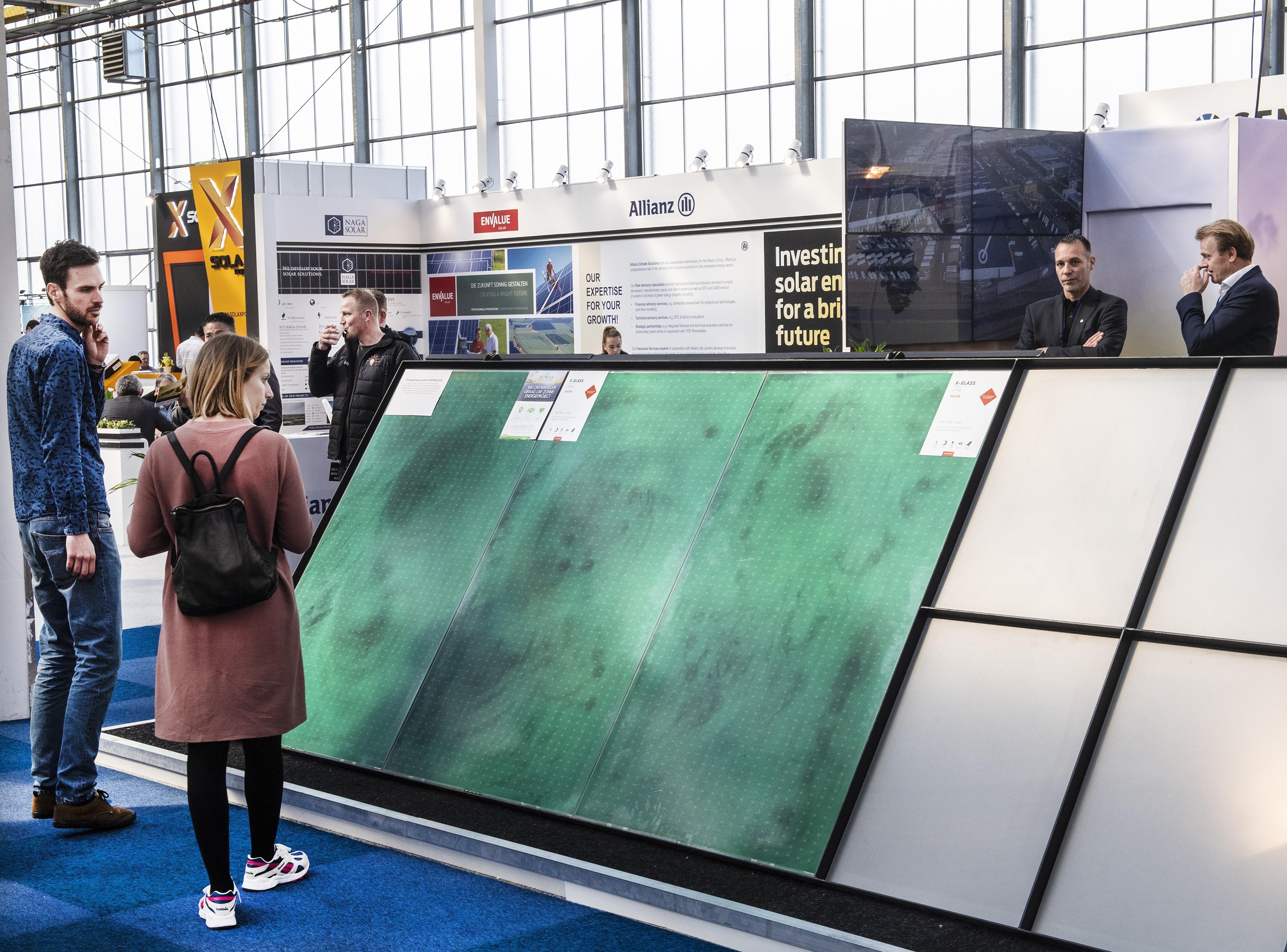 Gekleurde panelen en 'vakidioten' bij Solar Solutions in Vijfhuizen