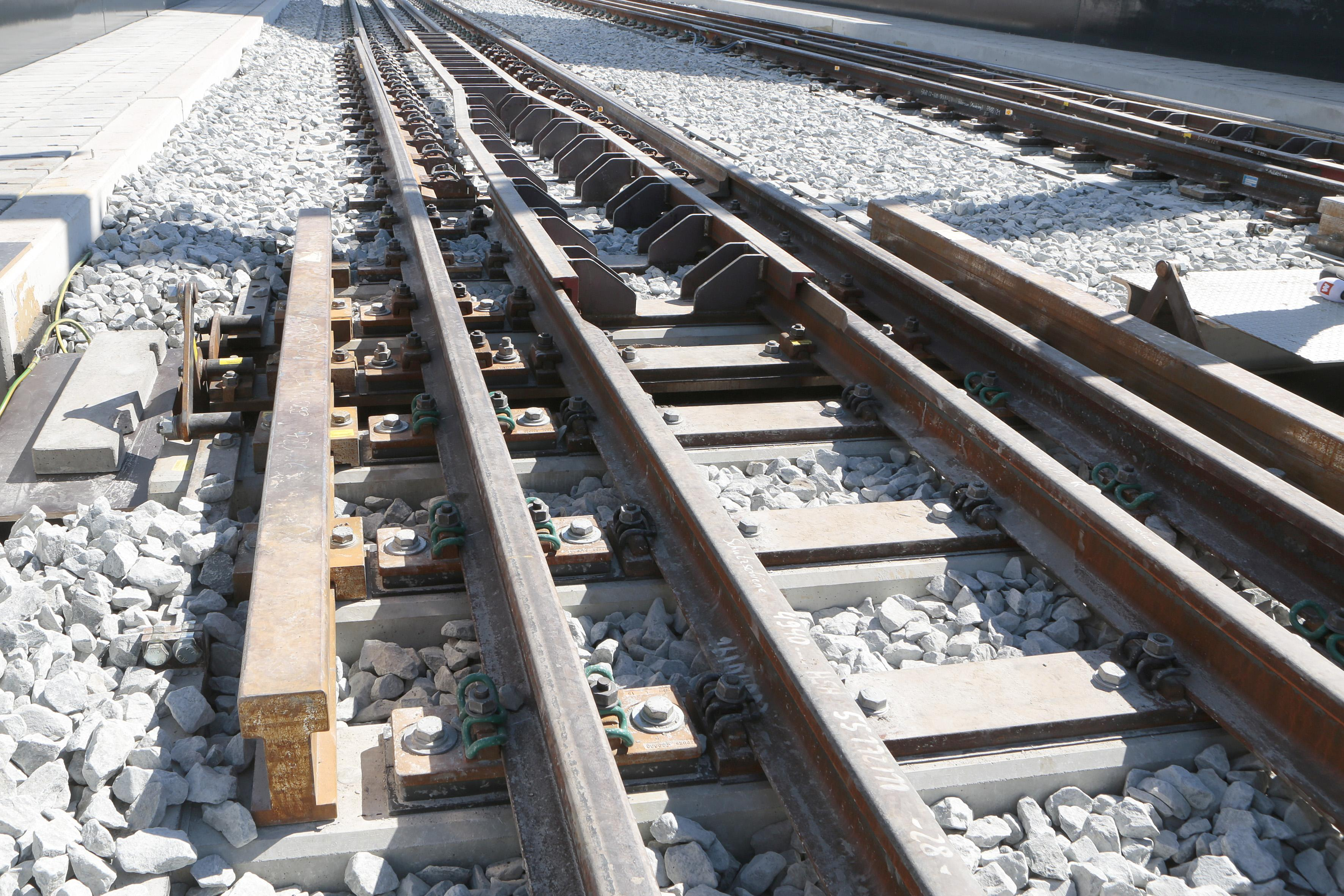 Vijf dagen lang geen treinen tussen Hilversum en Utrecht Overvecht. ProRail vervangt bovenleidingsportalen, vernieuwt overwegen en bestraat perrons