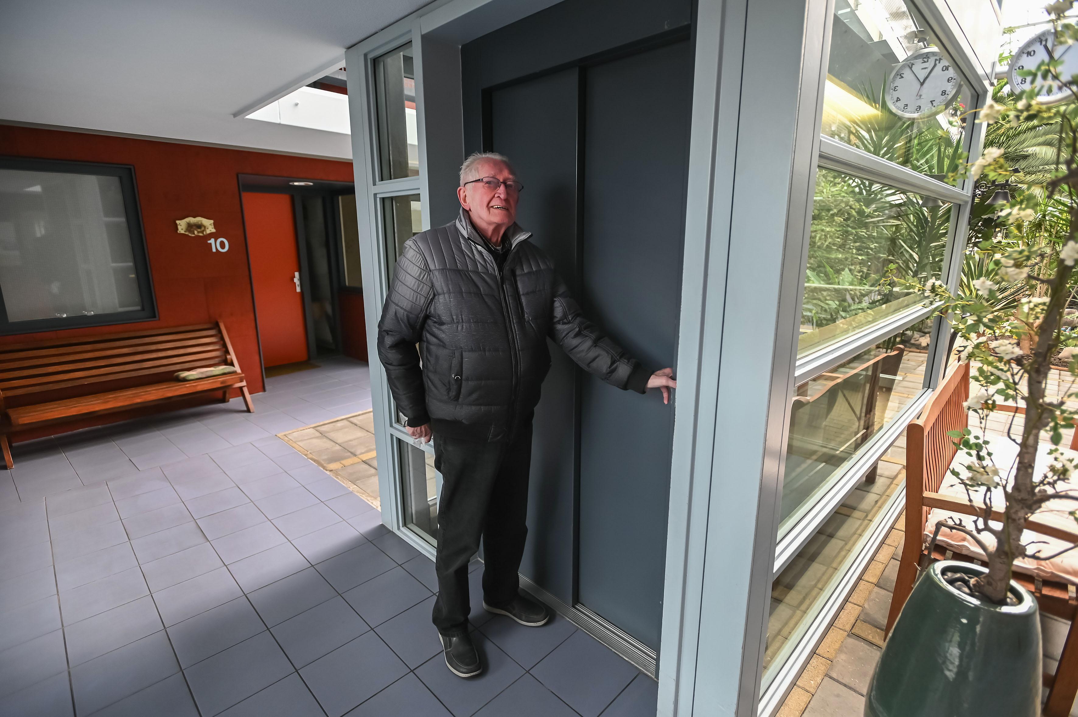 Lift seniorencomplex Kwakershof in Enkhuizen weigert dienst tijdens hartinfarct bewoonster (79): 'Het was een heel nare situatie'