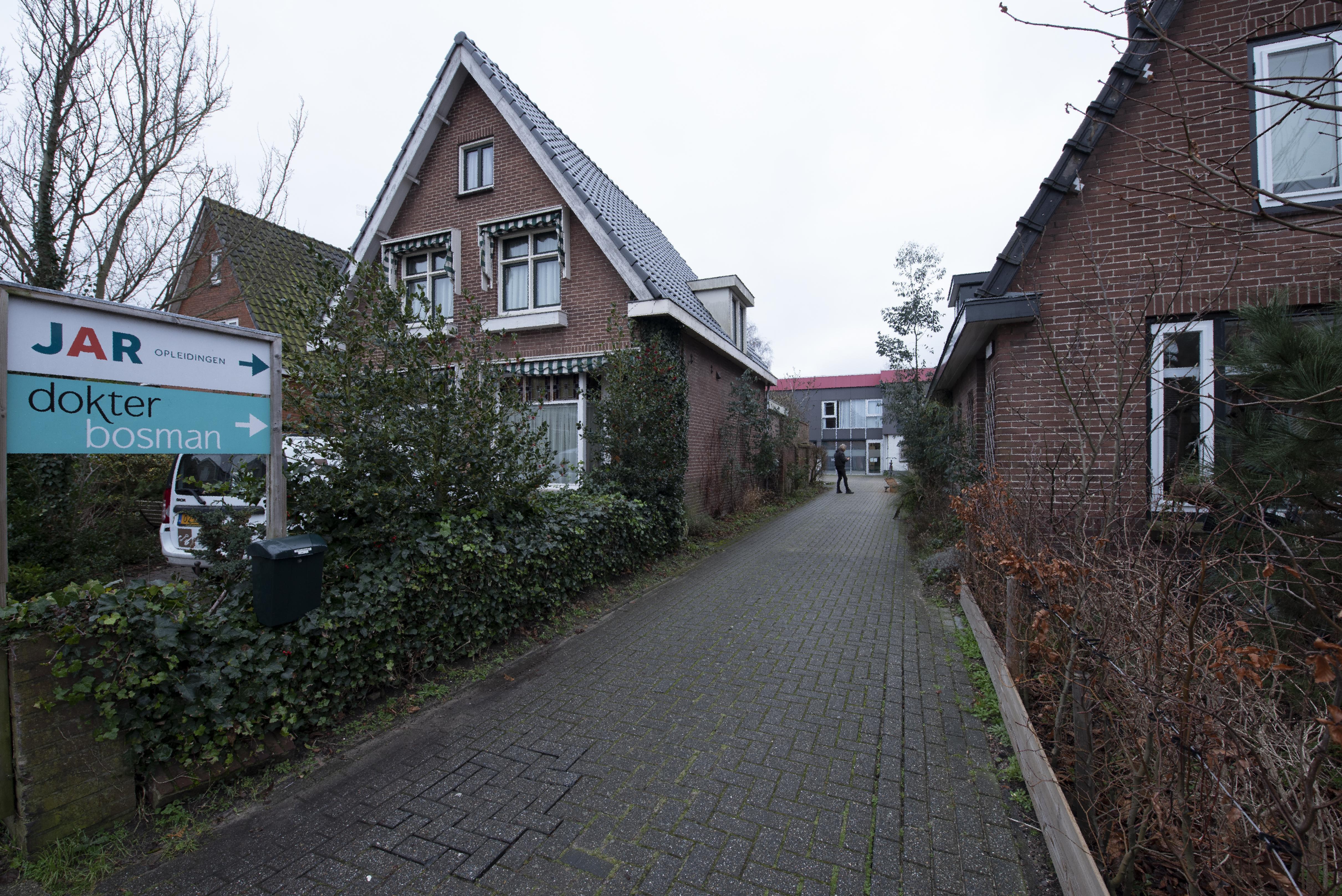 Rechter neemt verkeersdrukte bij 'Dokter Bosman'-polikliniek in Castricum onder de loep: 'wellicht te veel lawaai door auto's bezoekers'
