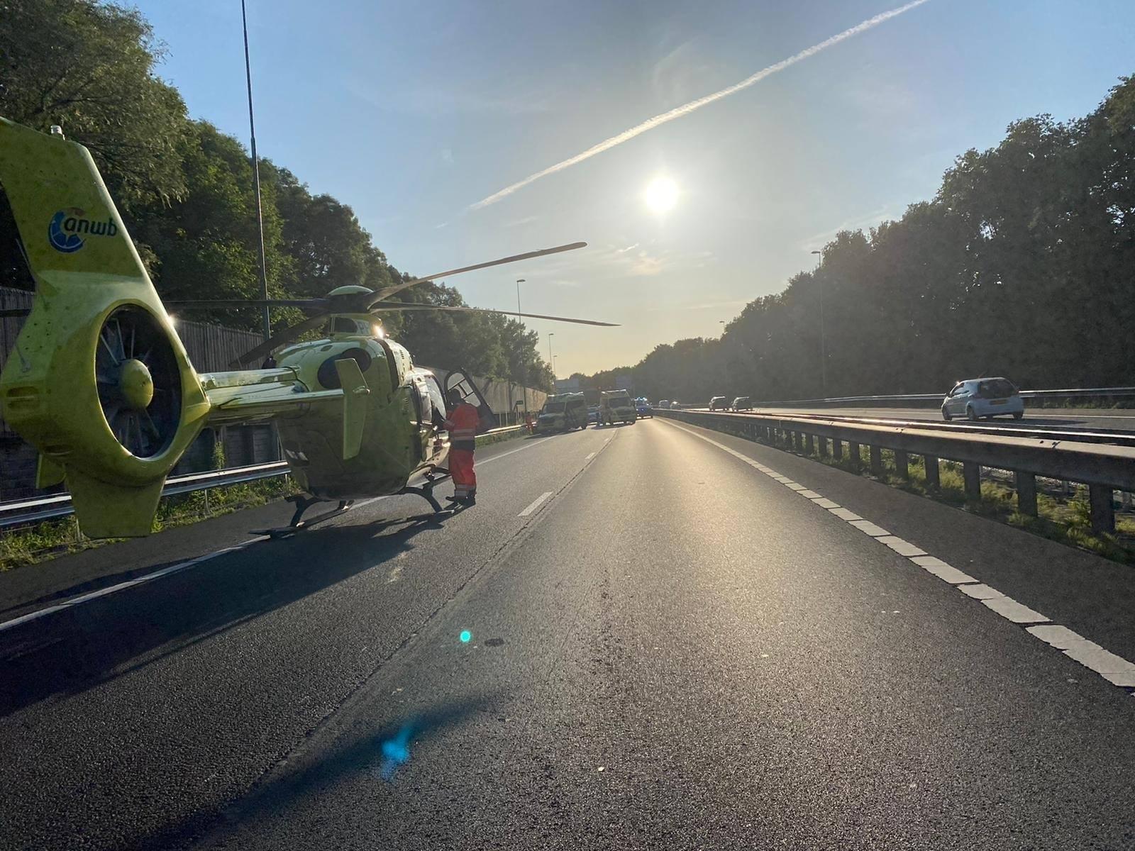 Baby had haast: vrouw bevalt in de auto, traumahelikopter landt op de A8