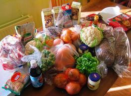 Forse stijging aantal klanten Voedselbank IJmond-Noord: voedsel vanwege corona nu in zakken uitgedeeld