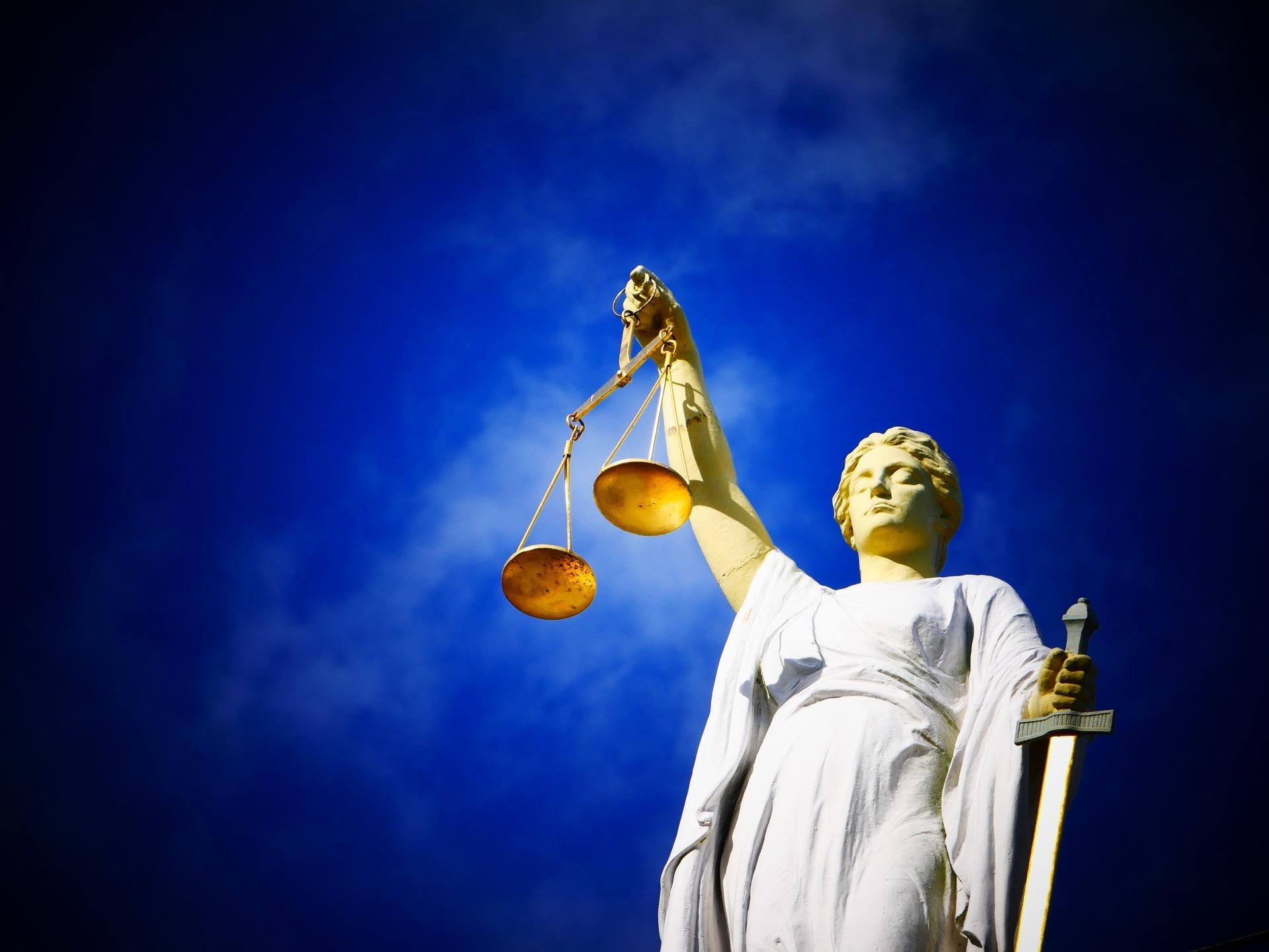 Verdachte (35) van verkrachting voelt zich bedreigd en durft de rechtszaal niet in. Daar werd twee jaar cel tegen hem geëist