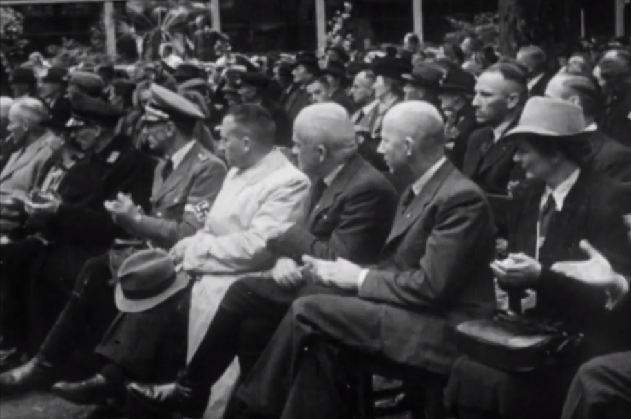 'De Landstand leeft en marcheert'. Op 30 september 1942 werd een grote bijeenkomst van de Nederlandsche Landstand, een nationaalsocialistische agrarische organisatie, gehouden in de 'stedelijke muziektuin' van Alkmaar