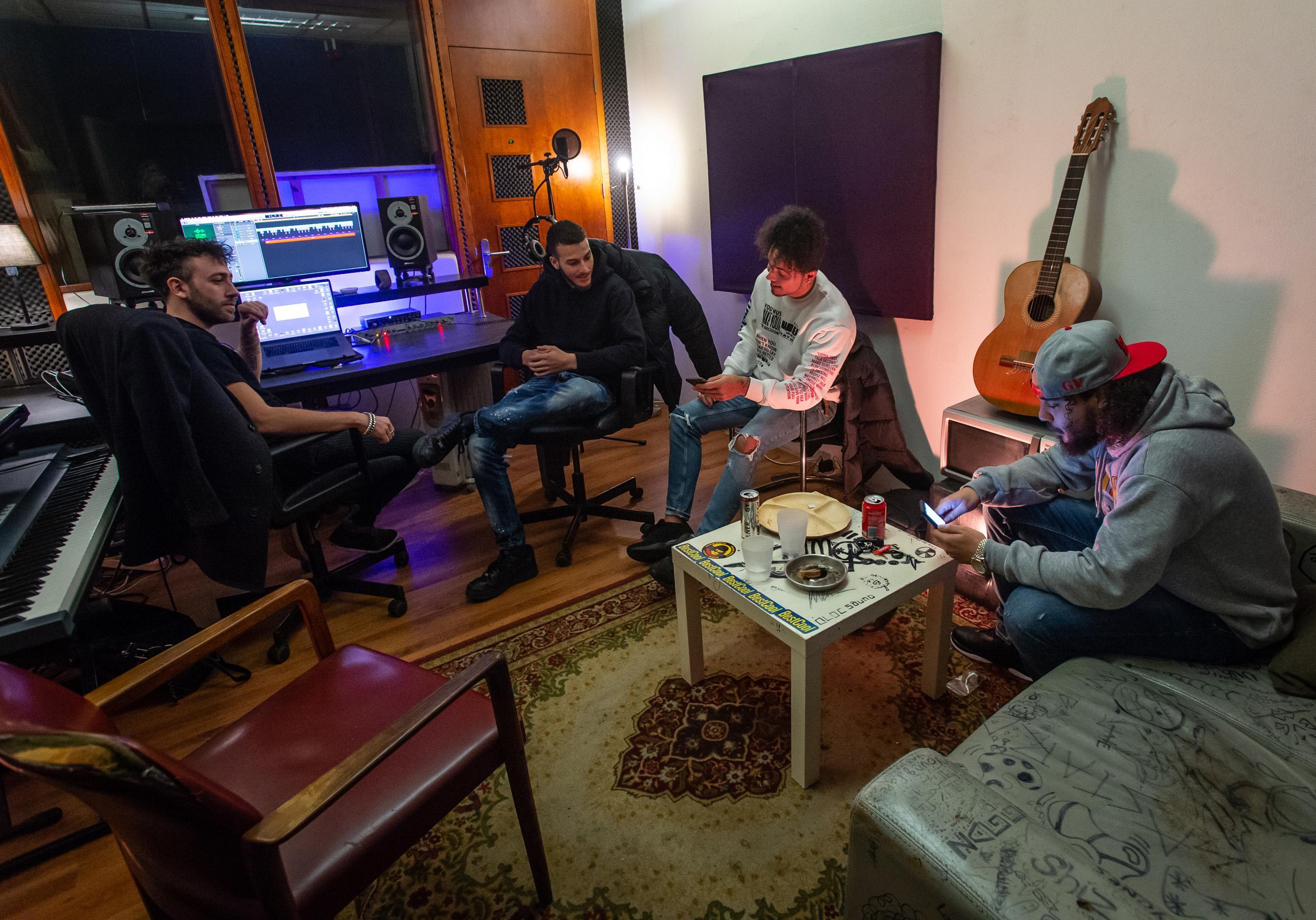 Tien Purmerendse rappers maken samen een nummer: 'Weinig mensen weten hoeveel talent er in Purmerend is'