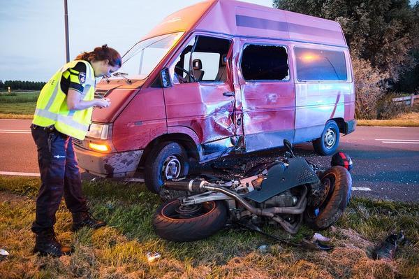Motorrijder gewond bij ernstig ongeluk in Bunschoten-Spakenburg