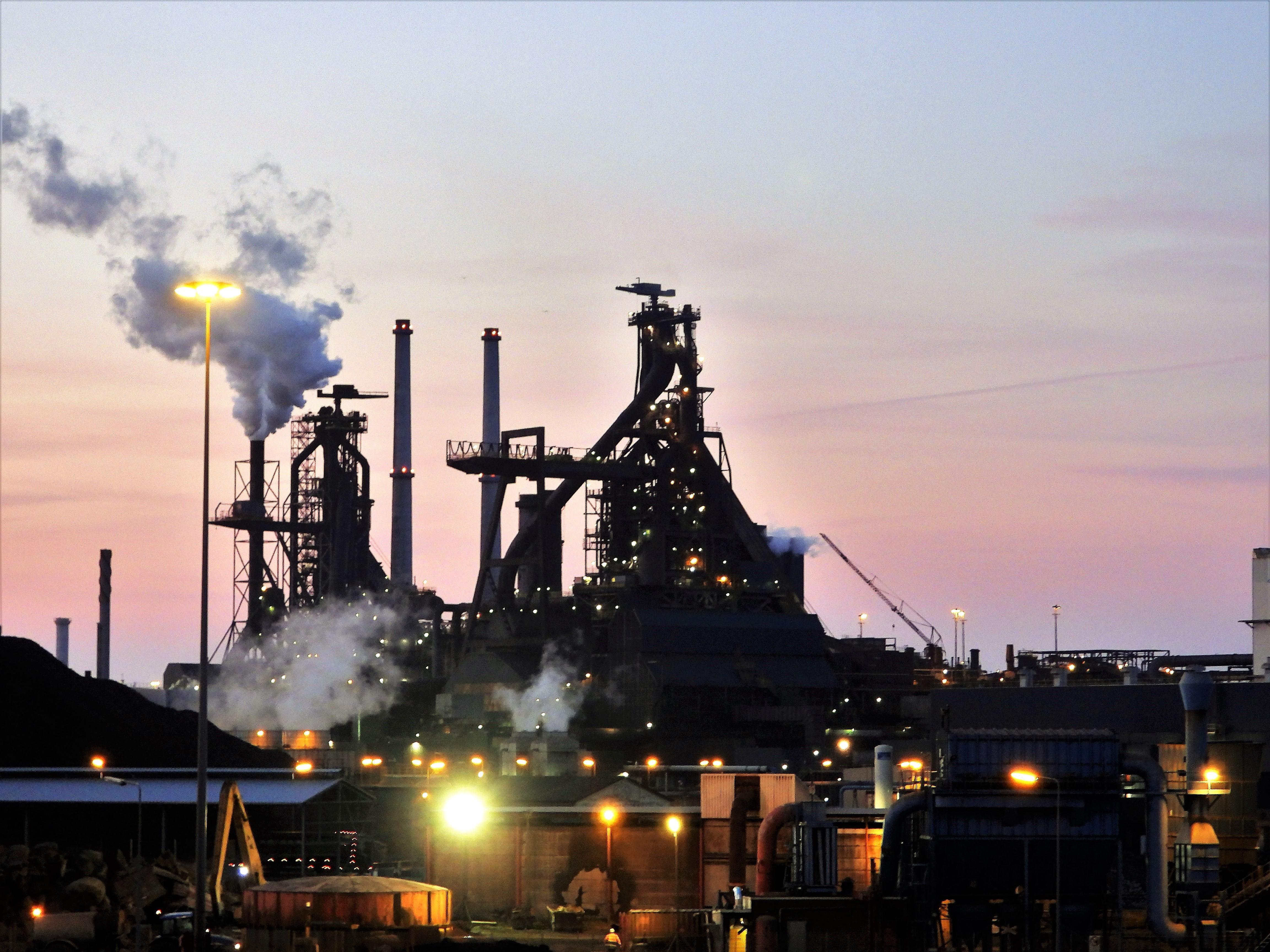 Toekomstplan provincie voor schoner Tata Steel vertraagd, gedeputeerde Olthof belooft nog altijd 'concrete maatregelen'