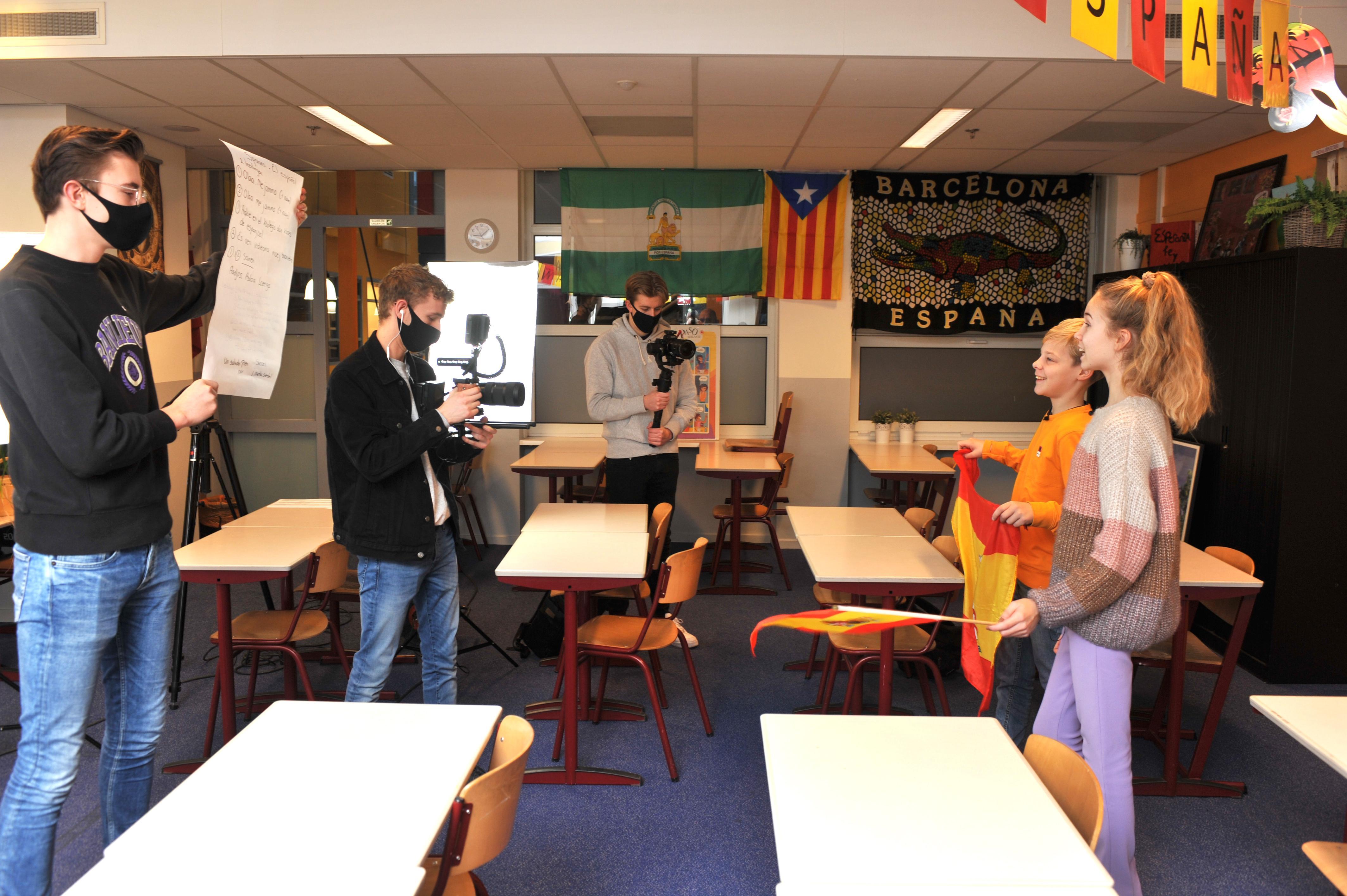 Fien en Petter zijn te zien in film van Kennemer College Beverwijk voor open dag. 'Zijn jullie er helemaal klaar voor? 3, 2, 1, actie!'