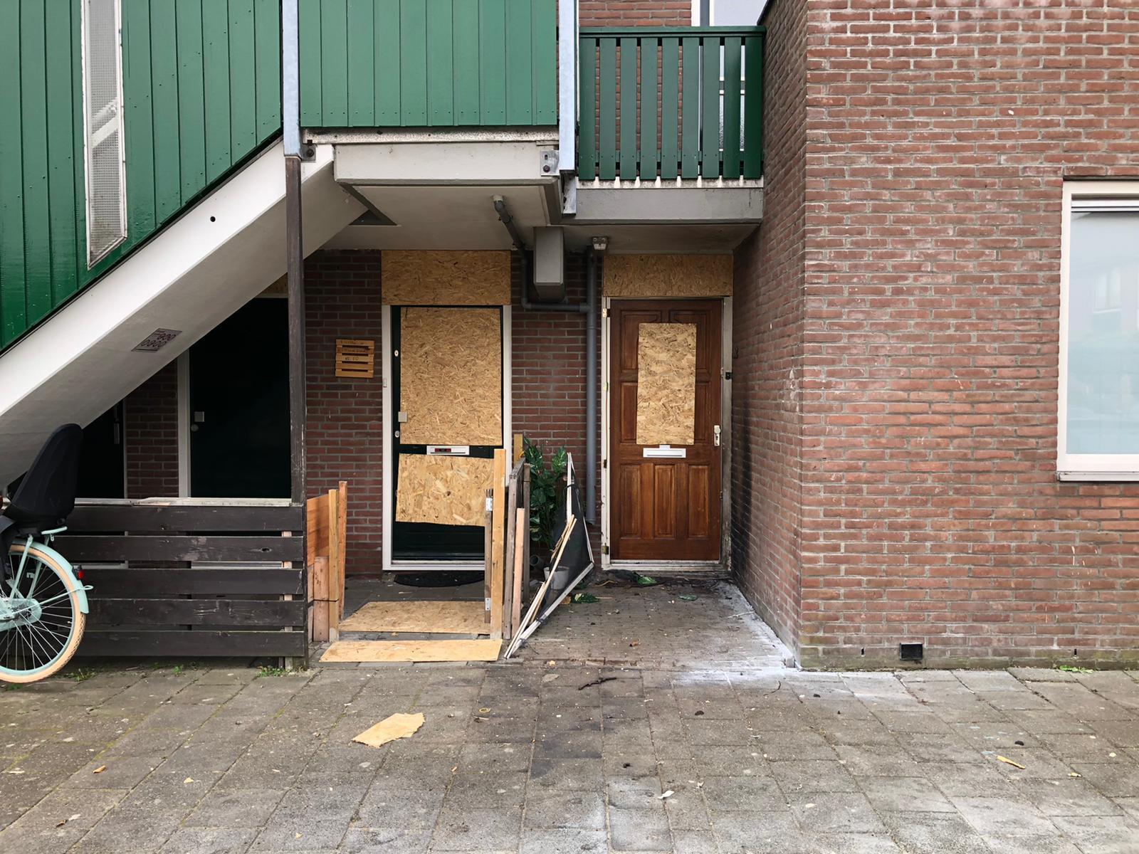 Explosie op Ringweg in Zaandam: 'Alsof iemand vijf Thunderkings aan elkaar had gebonden'. Buurtbewoners spreken over 'vloggersoorlog'