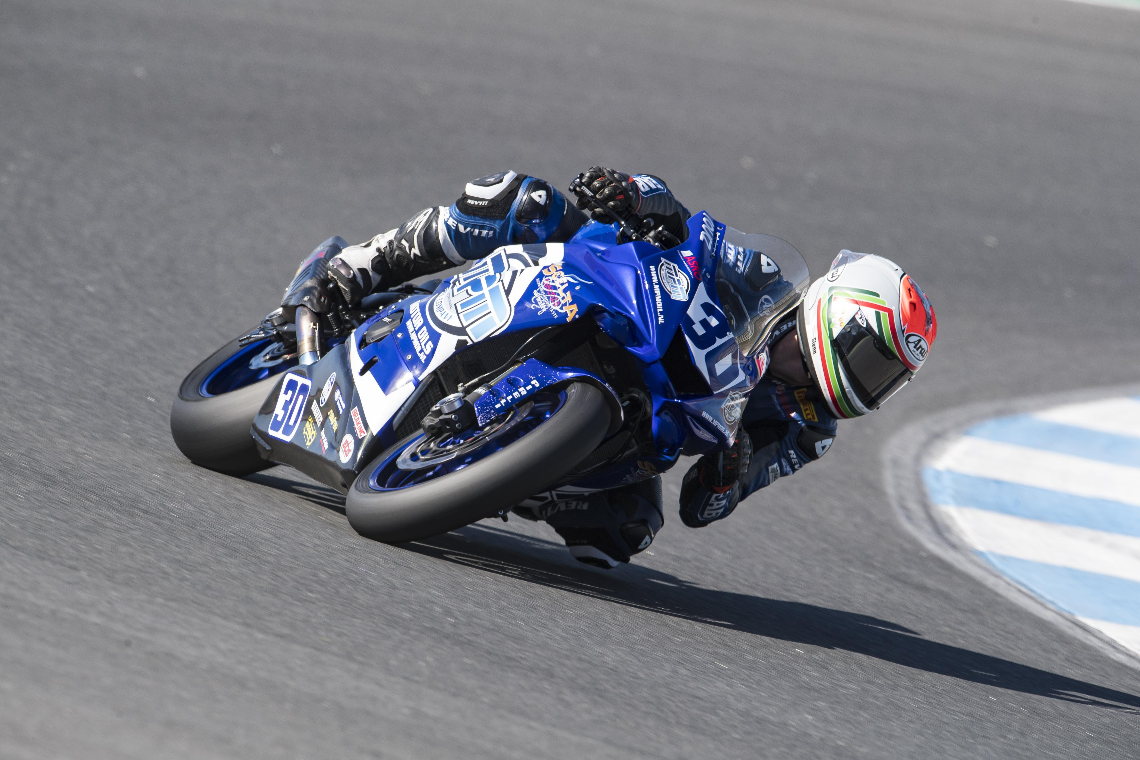 Motorcoureur Glenn van Straalen kent moeizaam seizoenseinde: 'Het tempo was niet voldoende om voor de punten te strijden'