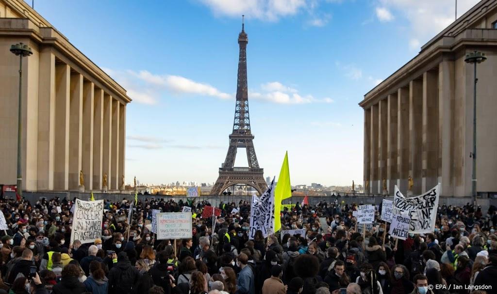 Frankrijk legt filmen en fotograferen van agenten aan banden