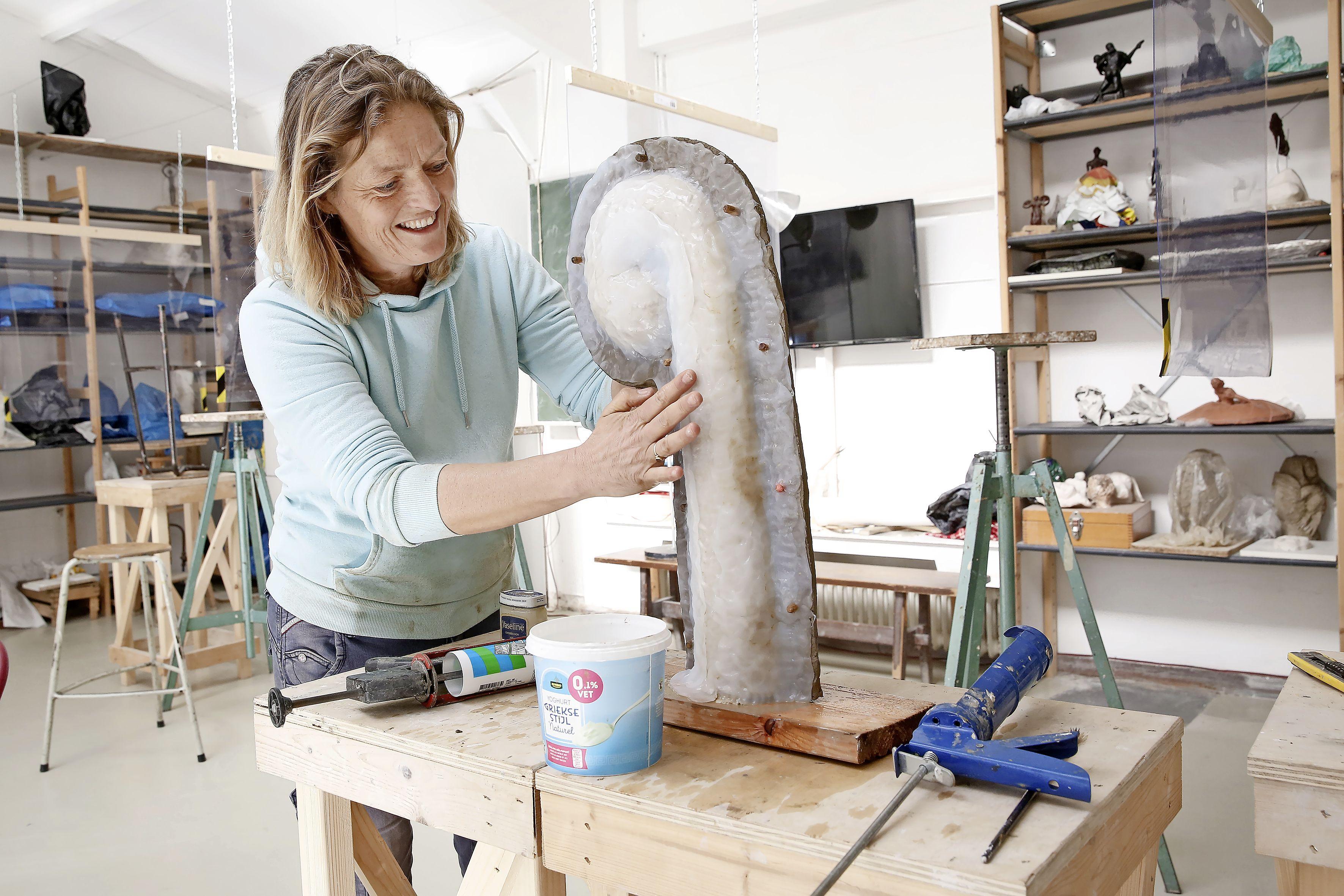 'True colors' komende vijf jaar op Veerplein in Bussum: vijf waterstralen van epoxy