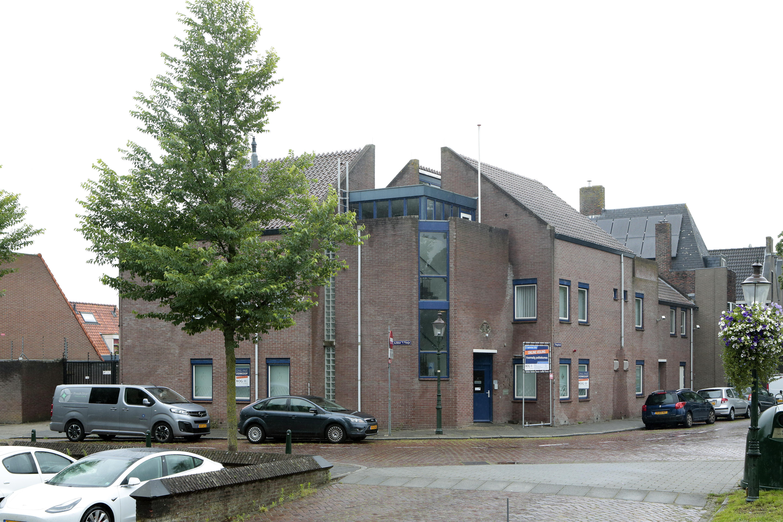 Voormalig politiebureau Weesp brengt tijdens een online-veiling1,6 miljoen euro op; Spannend tot de laatste seconde, hopla weer 5000 euro erbij