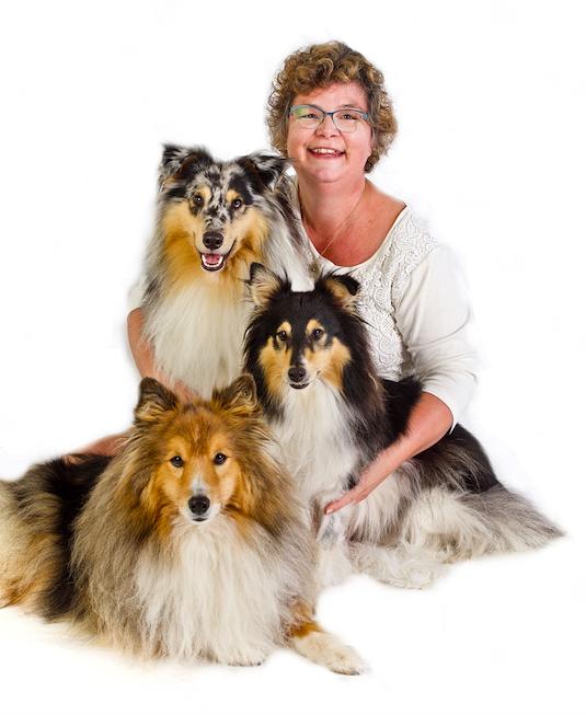 Alkmaarse sleept met hondenboek 'Engeltjes op poten' publieksprijs uitgeverij Boekscout in de wacht