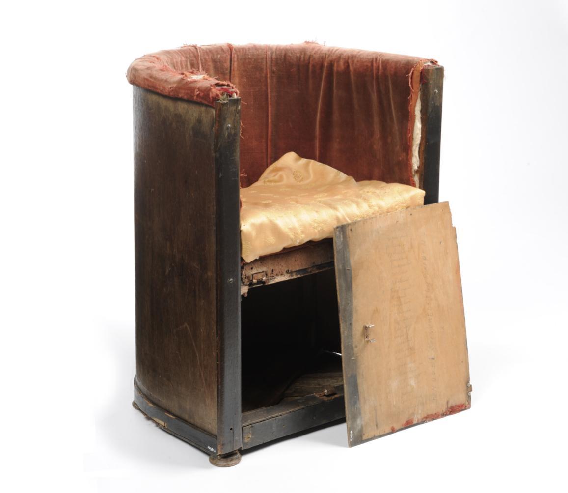 Oorlogsspullen: Een stoeltje om een radio in te verstoppen