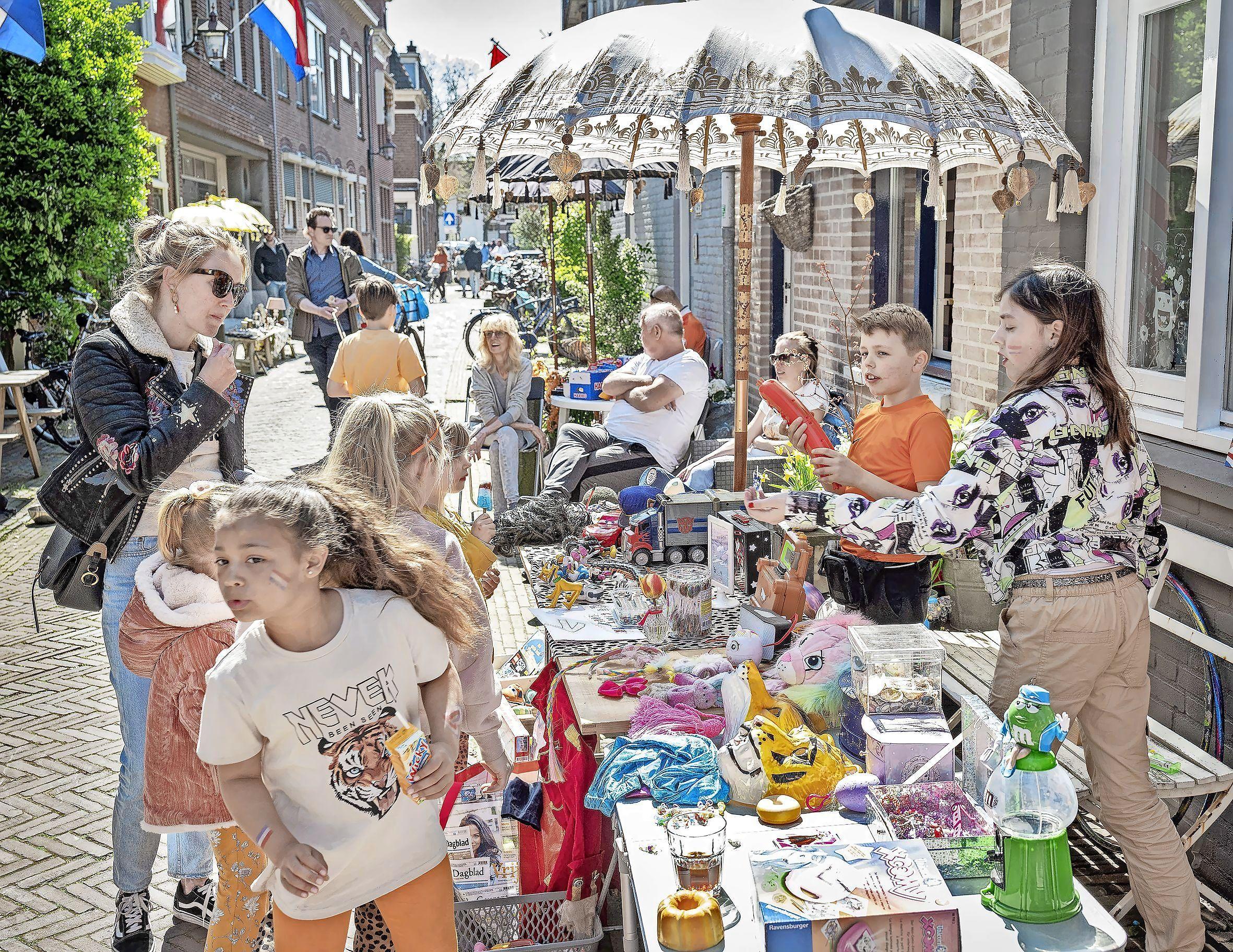 Liveblog Koningsdag: In Haarlem vieren ze massaal feest en stiekem is er toch een vrijmarkt in het Scheepmakerskwartier