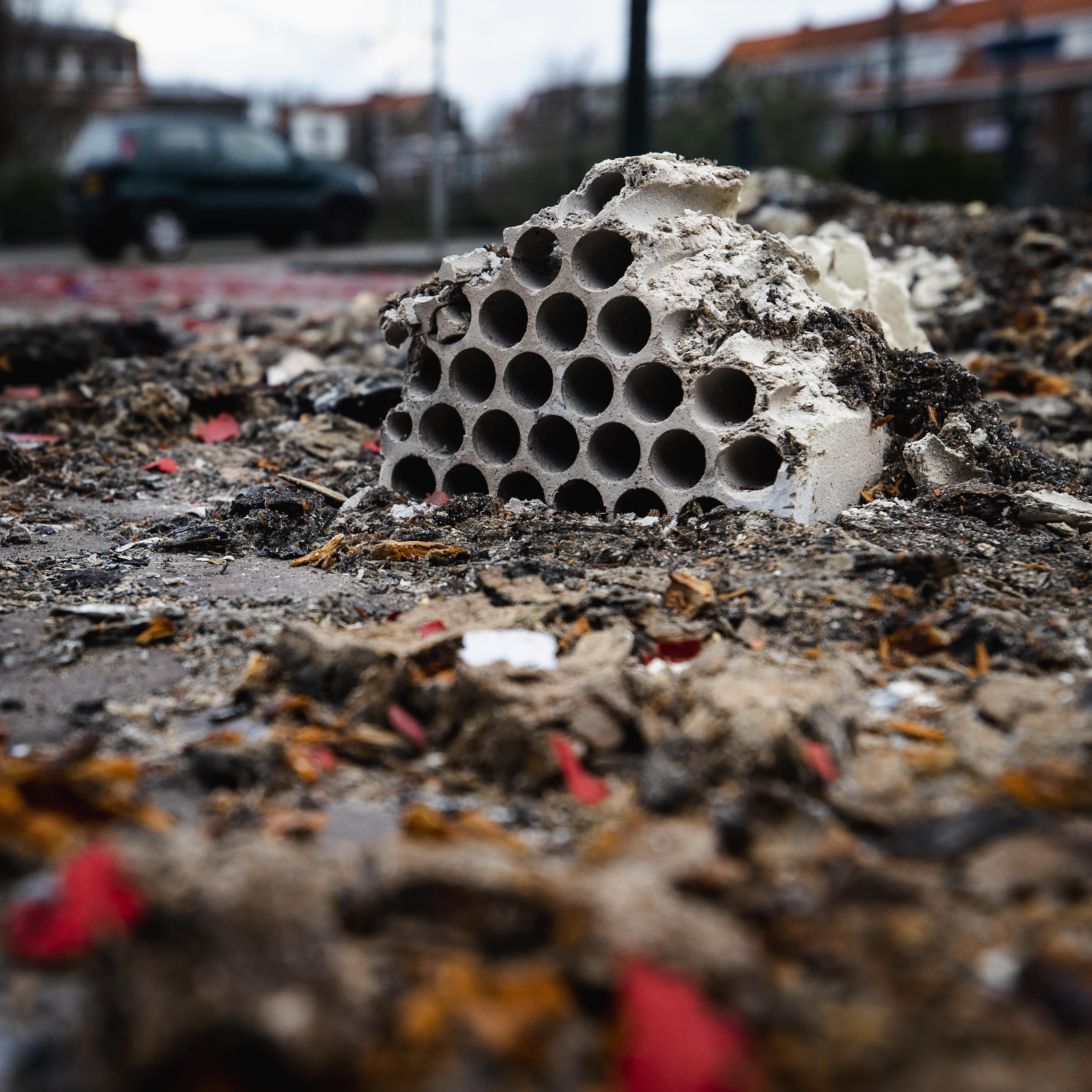 Burgemeester van Velsen diep geschokt door 'onuitwisbare gevolgen' van vuurwerkongeluk en familiedrama in Velserbroek [video]