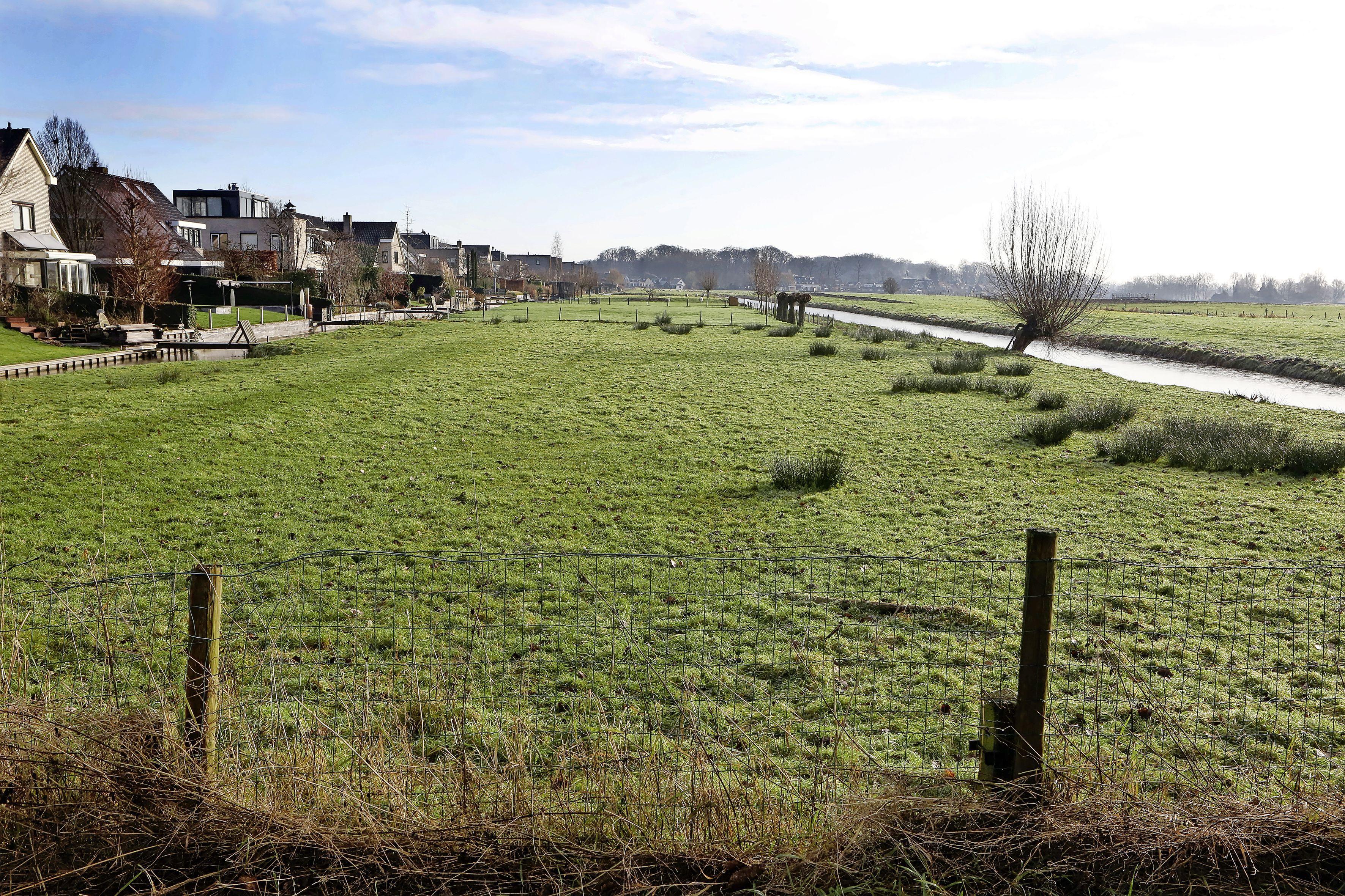 Politiek pruimt bouwplannen polder Kortenhoef niet: Zuidsingel fase 8 wordt te veel en te hoog